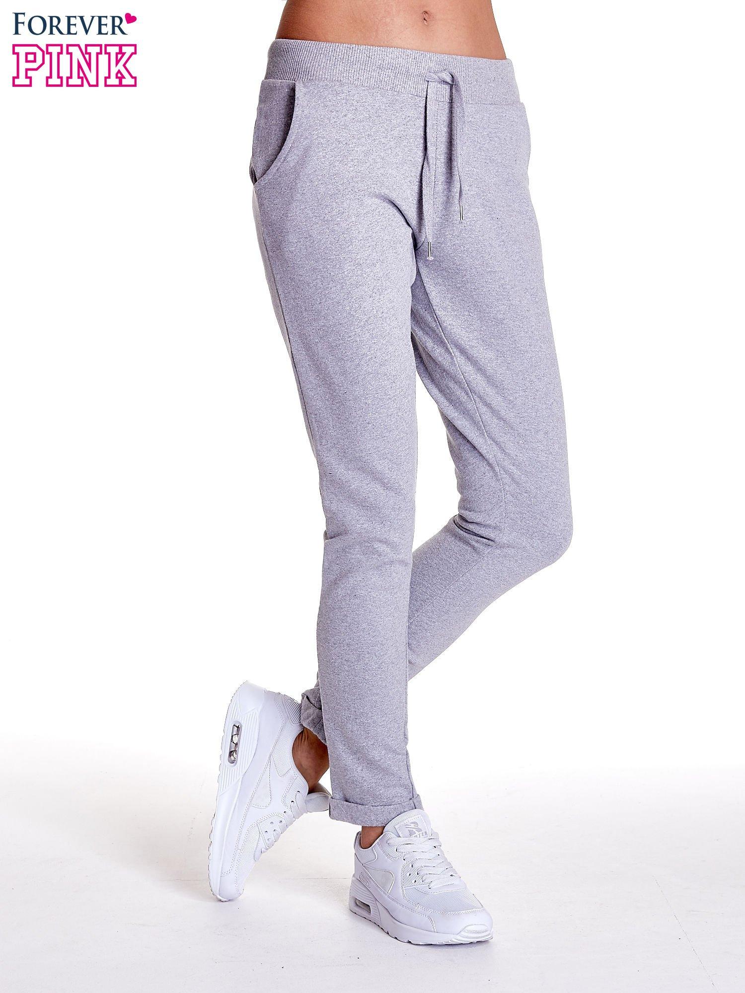 Jasnoszare spodnie dresowe z prostą nogawką                                  zdj.                                  1