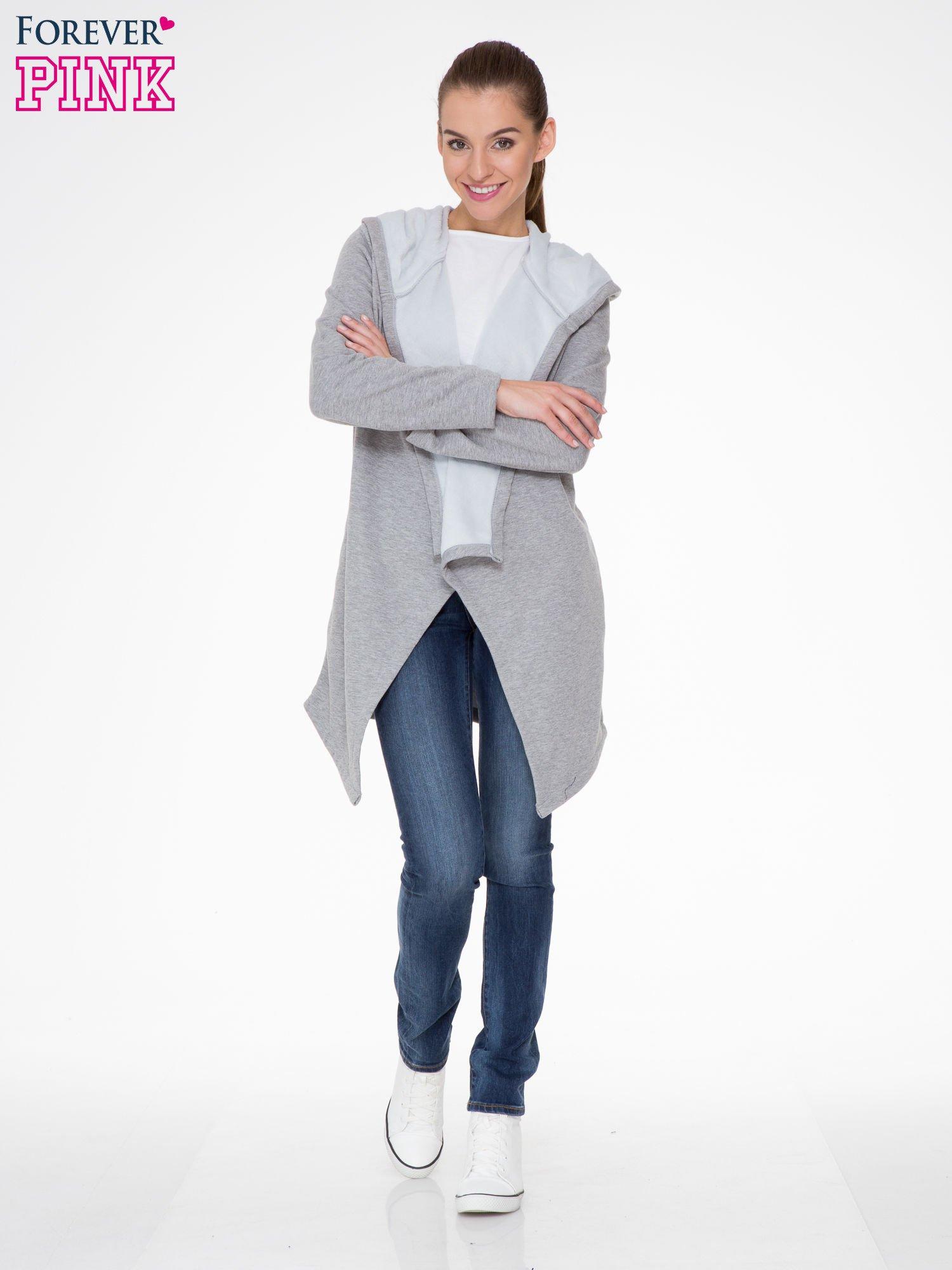 Jasnoszary płaszcz dresowy z asymetrycznymi bokami                                  zdj.                                  2