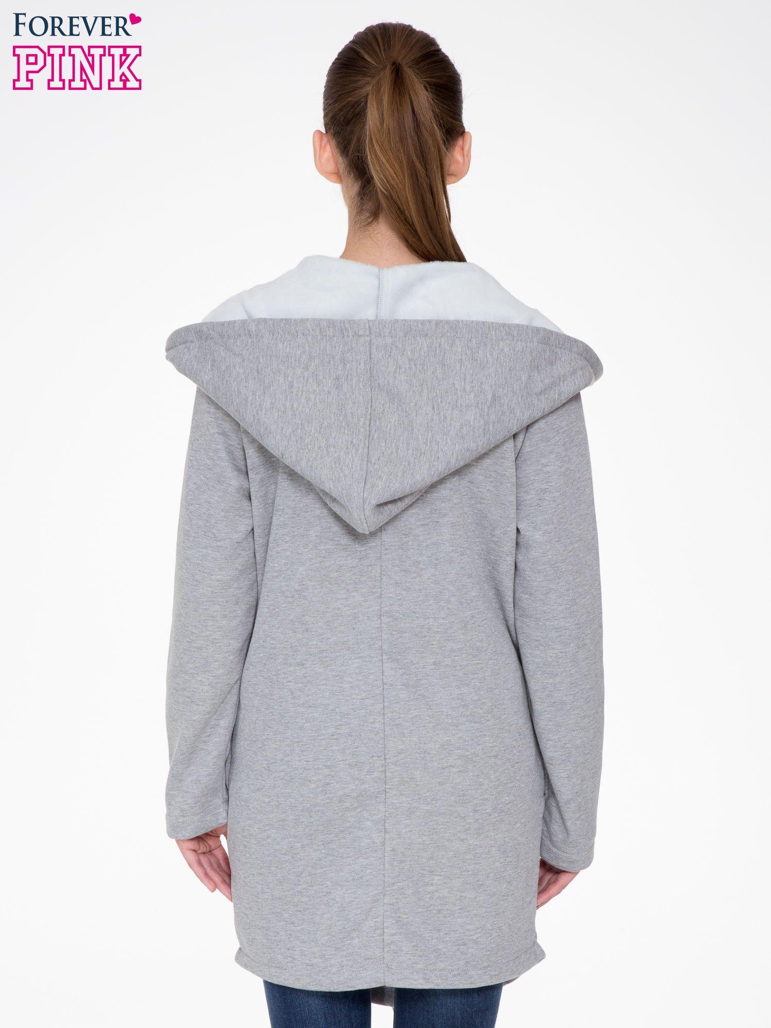 Jasnoszary płaszcz dresowy z asymetrycznymi bokami                                  zdj.                                  4