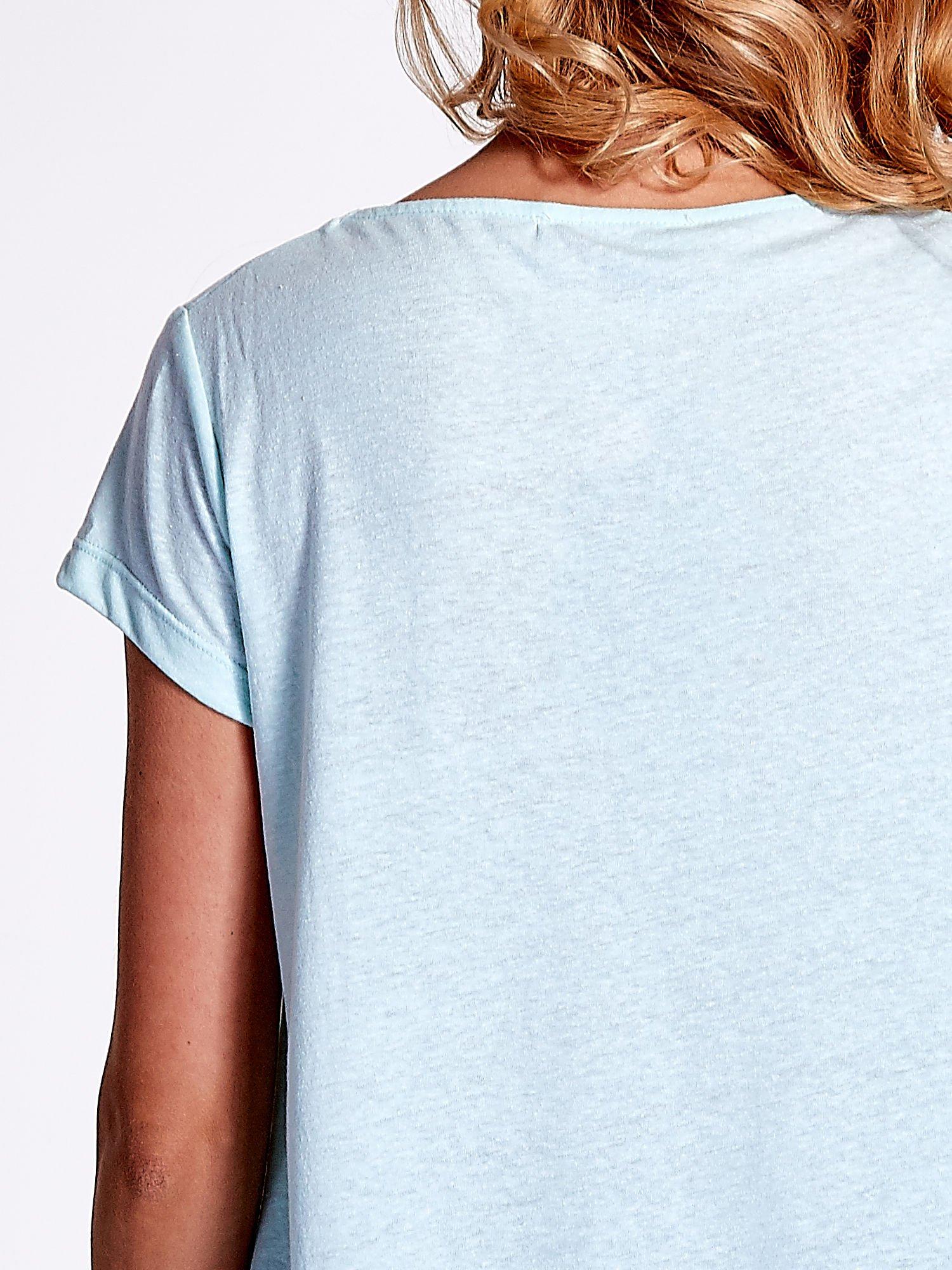 Jasnoturkusowy asymetryczny t-shirt                                  zdj.                                  5