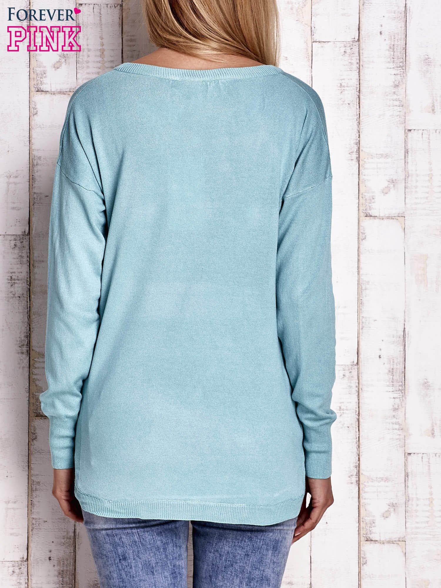 Jasnoturkusowy sweter z okrągłym dekoltem                                  zdj.                                  4