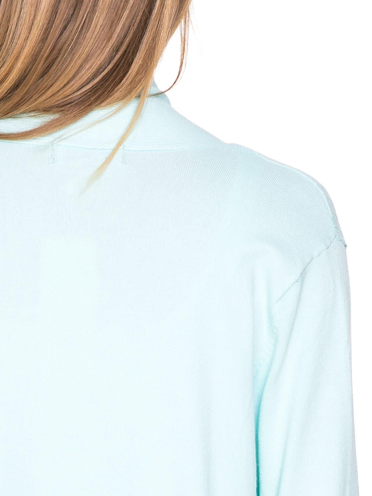 Jasnozielony sweter kardigan z podwijanym rękawami z guziczkami                                  zdj.                                  7