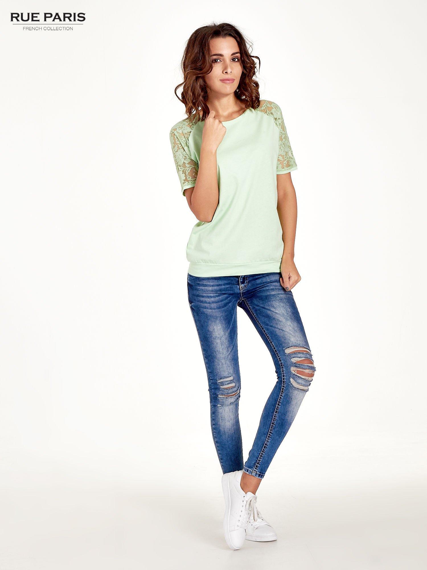 Jasnozielony t-shirt z koronkowymi rękawami długości 3/4                                  zdj.                                  5
