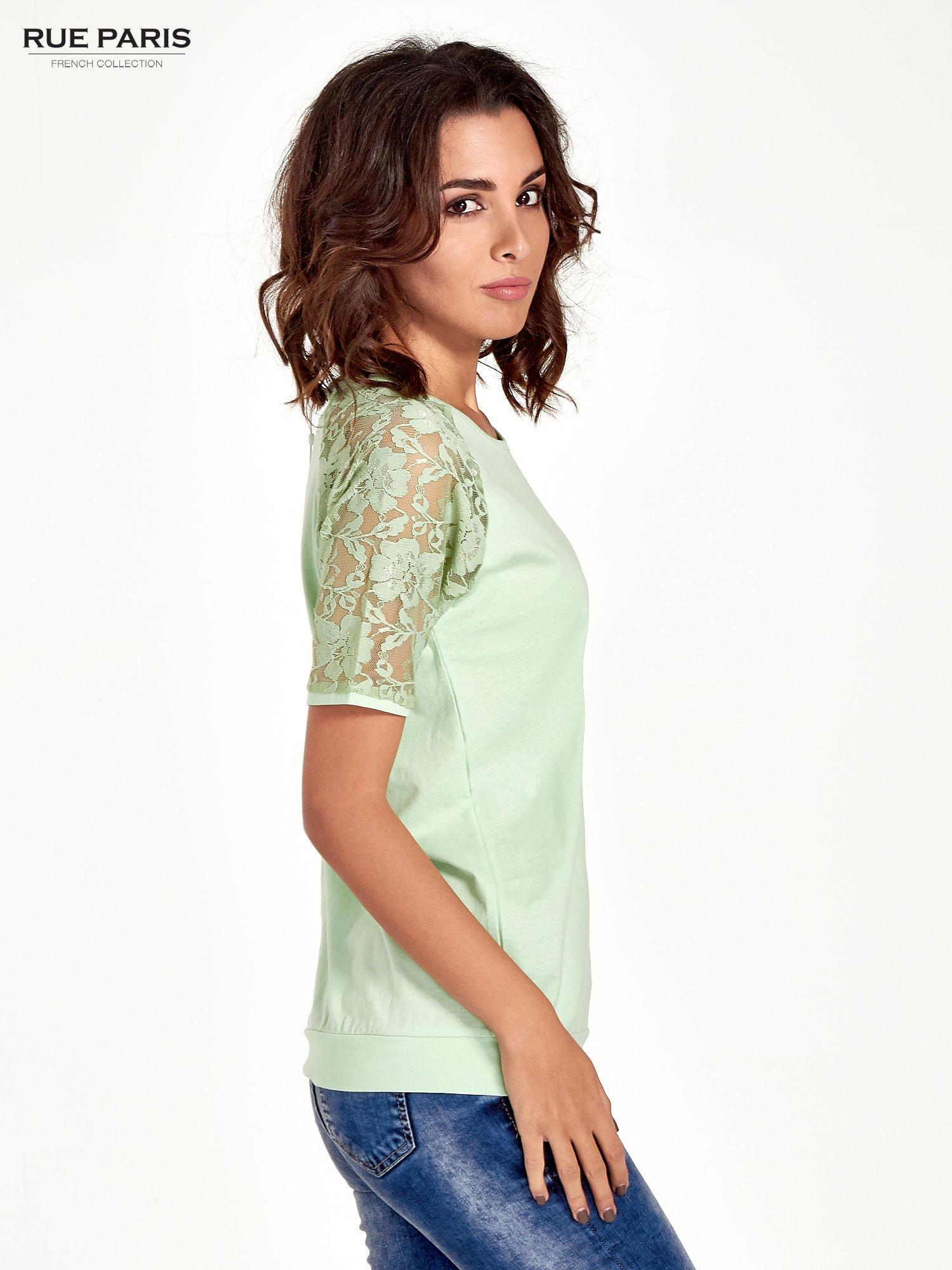 Jasnozielony t-shirt z koronkowymi rękawami długości 3/4                                  zdj.                                  3