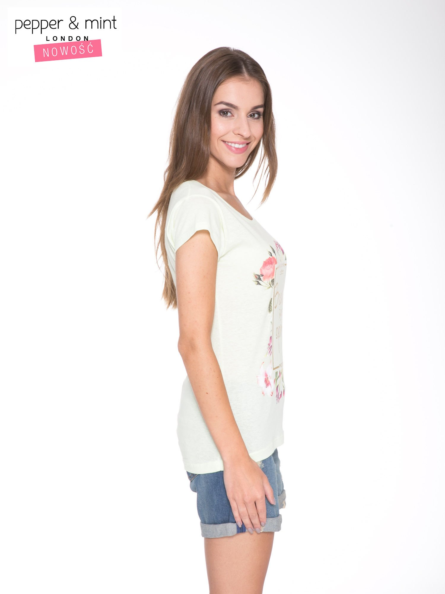 Jasnozielony t-shirt z kwiatowym nadrukiem i złotym napisem                                  zdj.                                  3