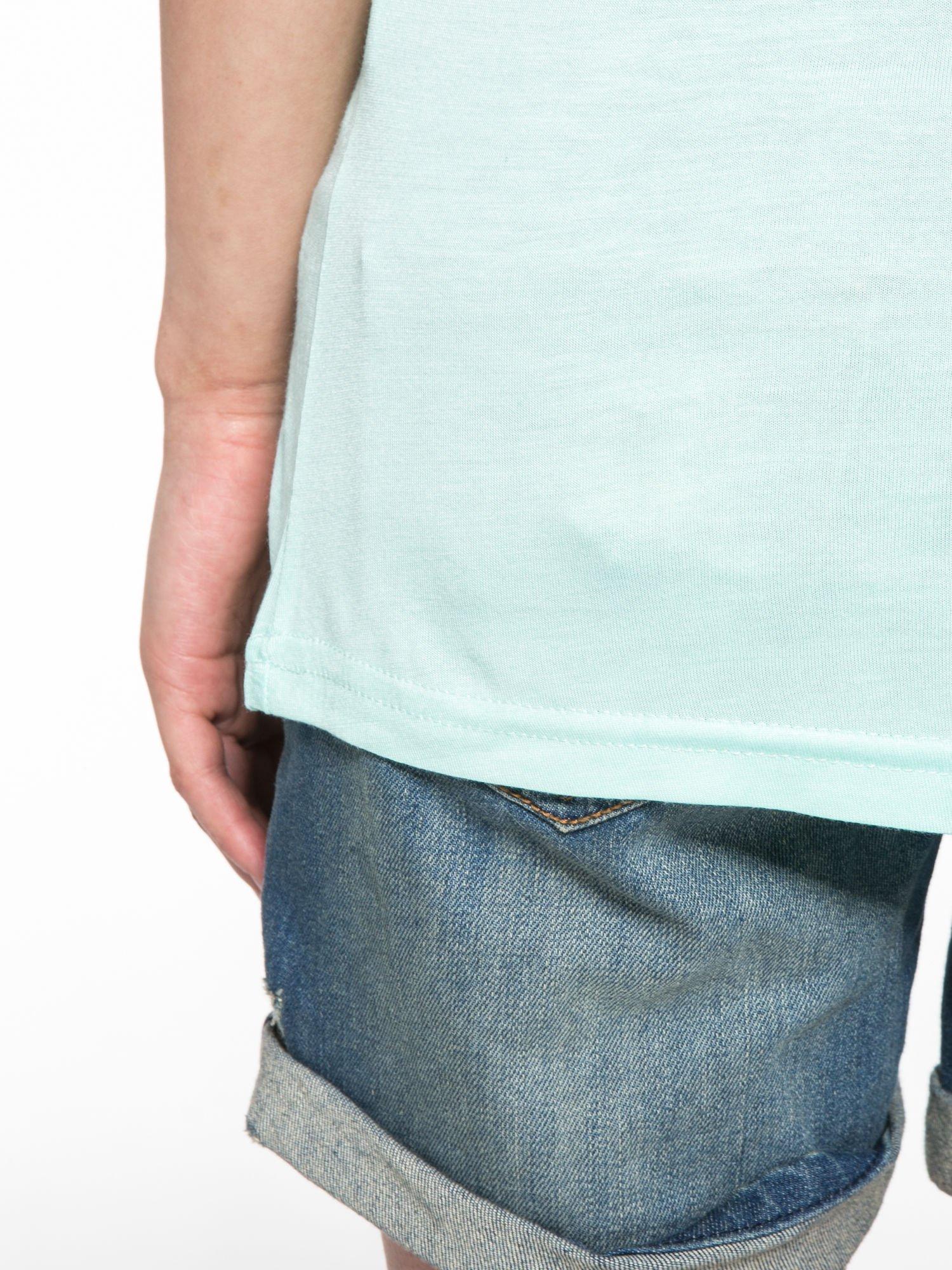 Jasnozielony t-shirt z ustami z cekinów i rękawami z siateczki                                  zdj.                                  12