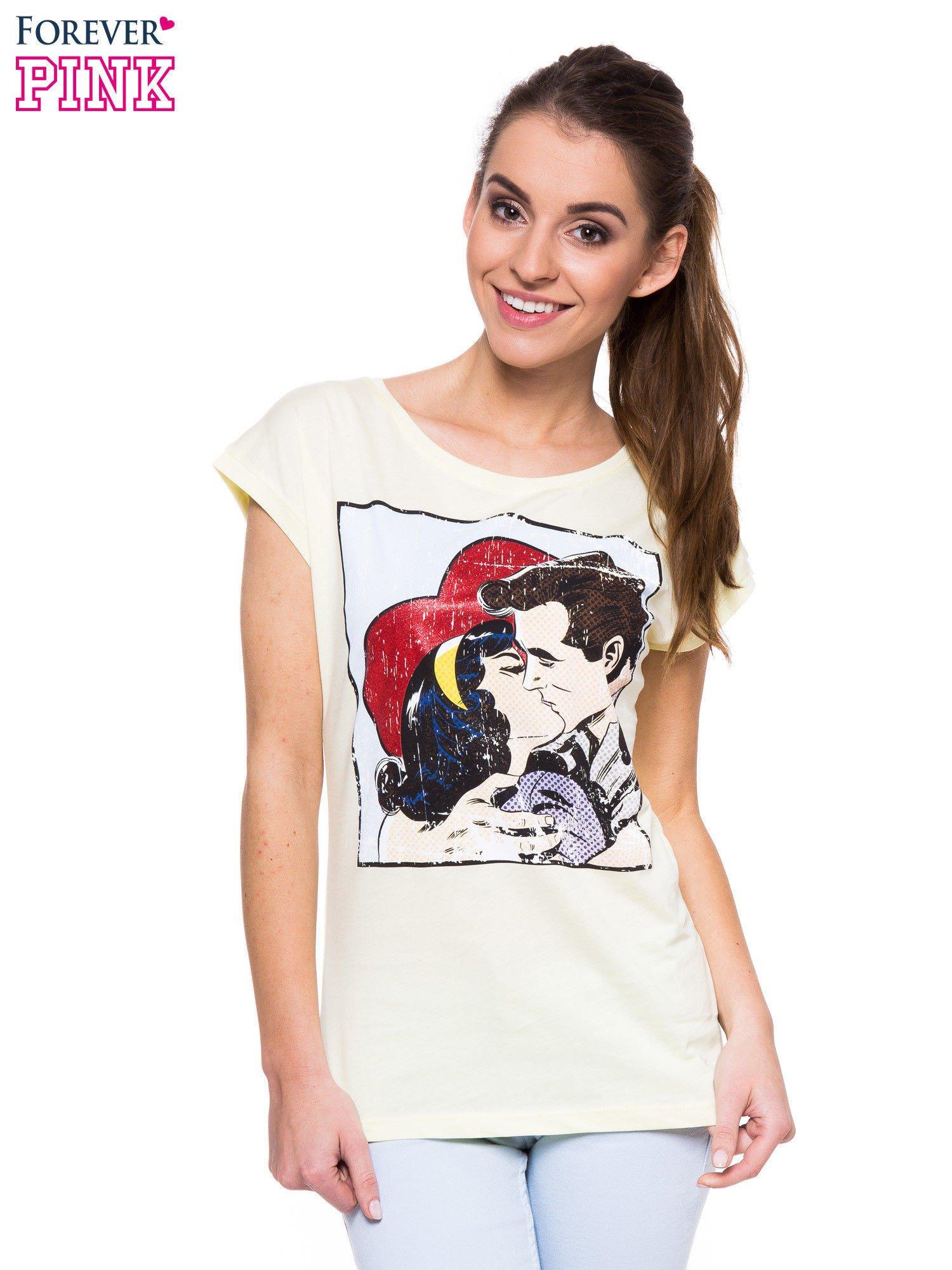 Jasnożółty t-shirt z nadrukiem pocałunku                                  zdj.                                  1