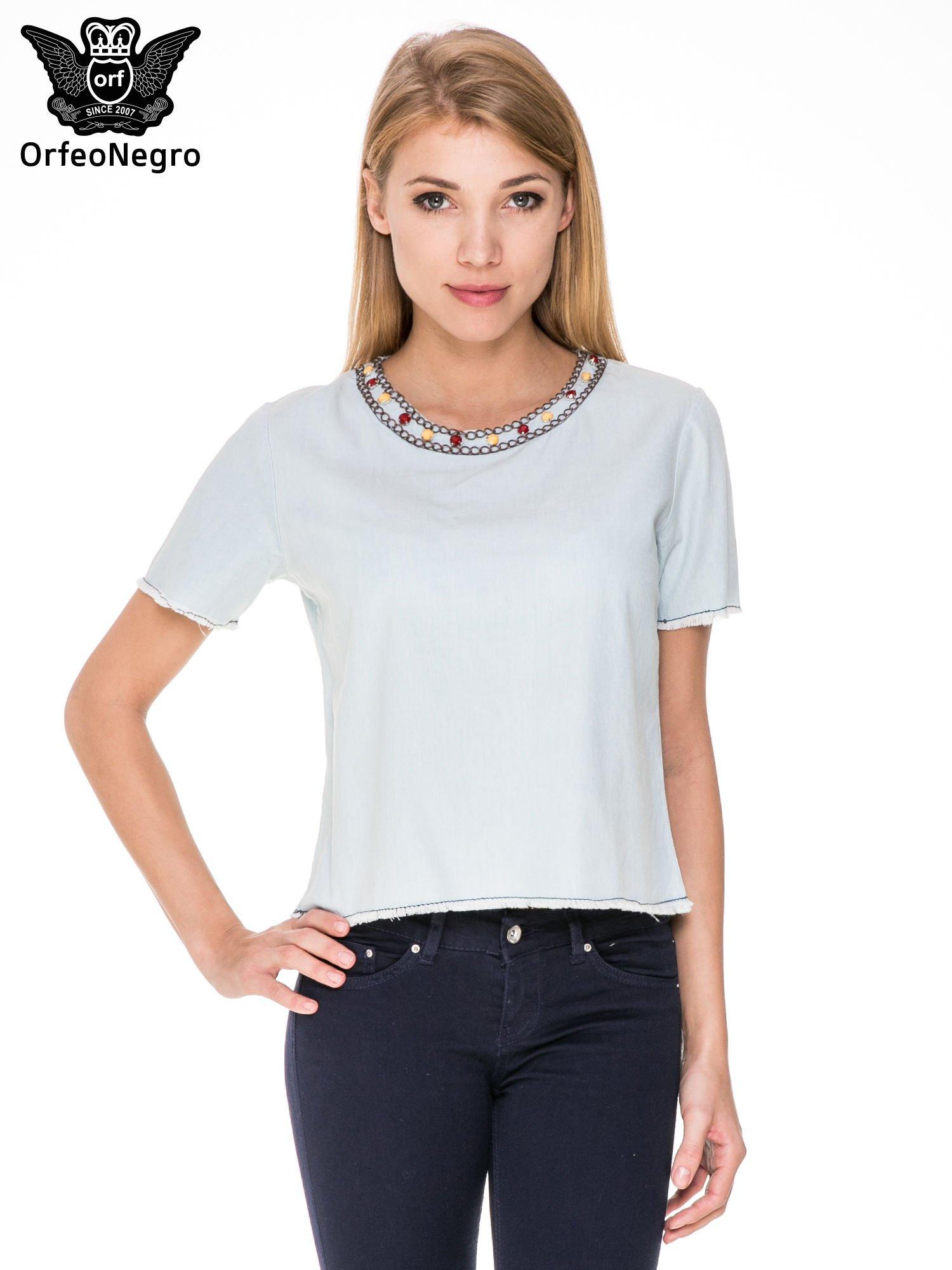 Jeansowa bluzka koszulowa z bizuteryjnym dekoltem                                  zdj.                                  1