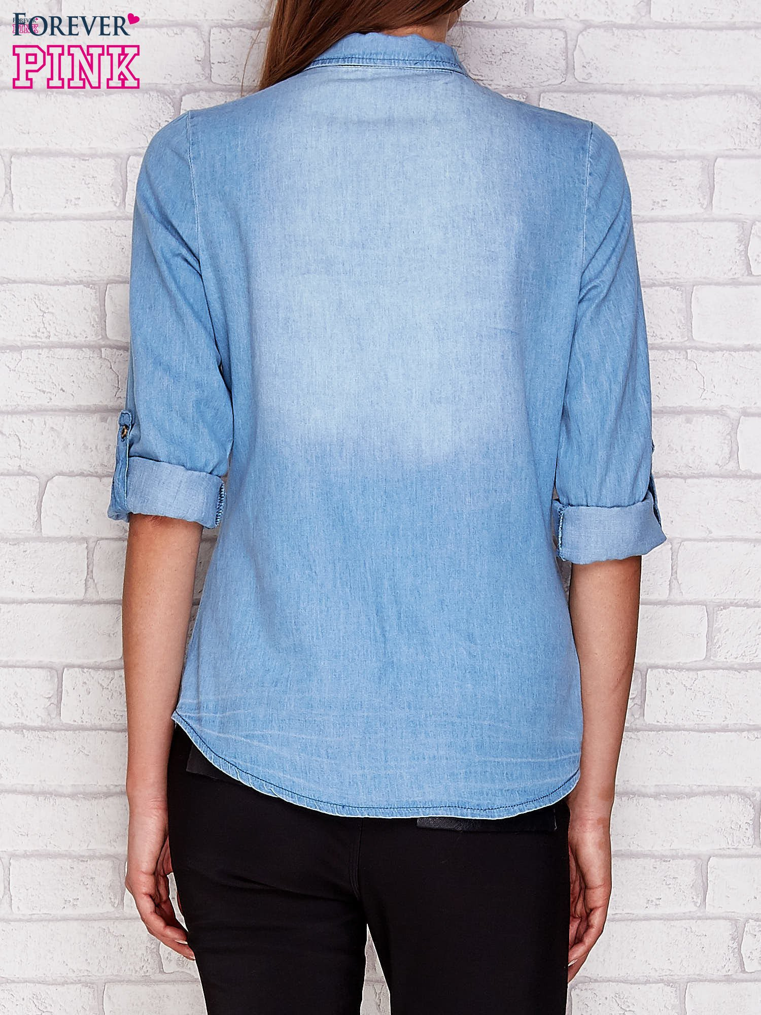 Jeansowa koszula z ozdobną listwą jasnoniebieska