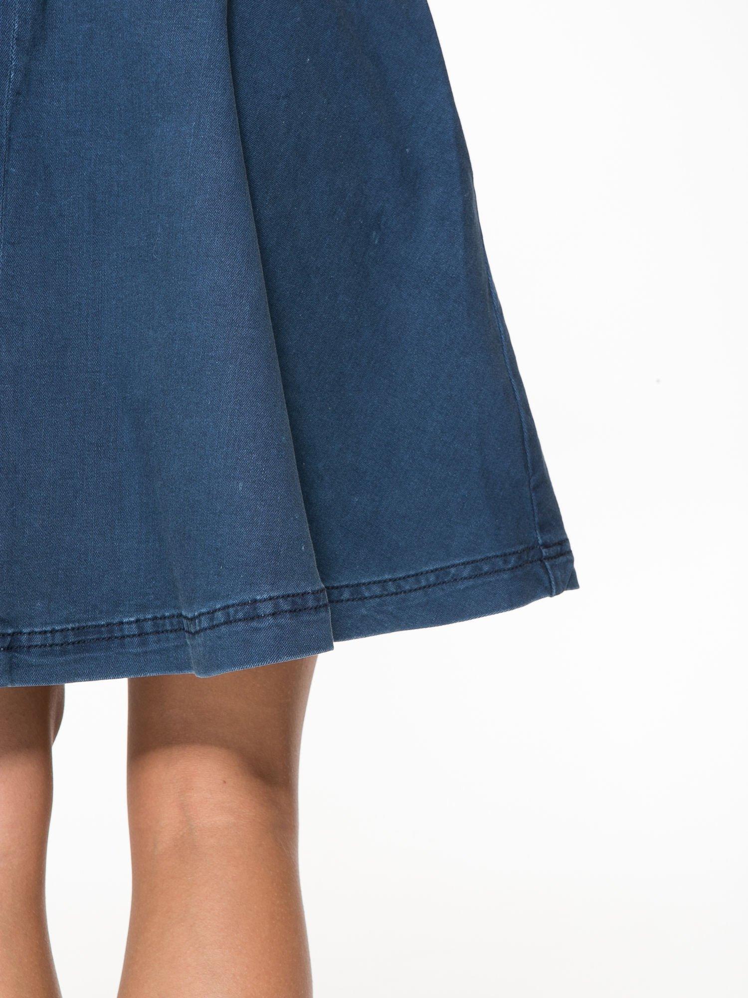 Jeansowa mini spódnica skater z gumą w pasie                                  zdj.                                  7