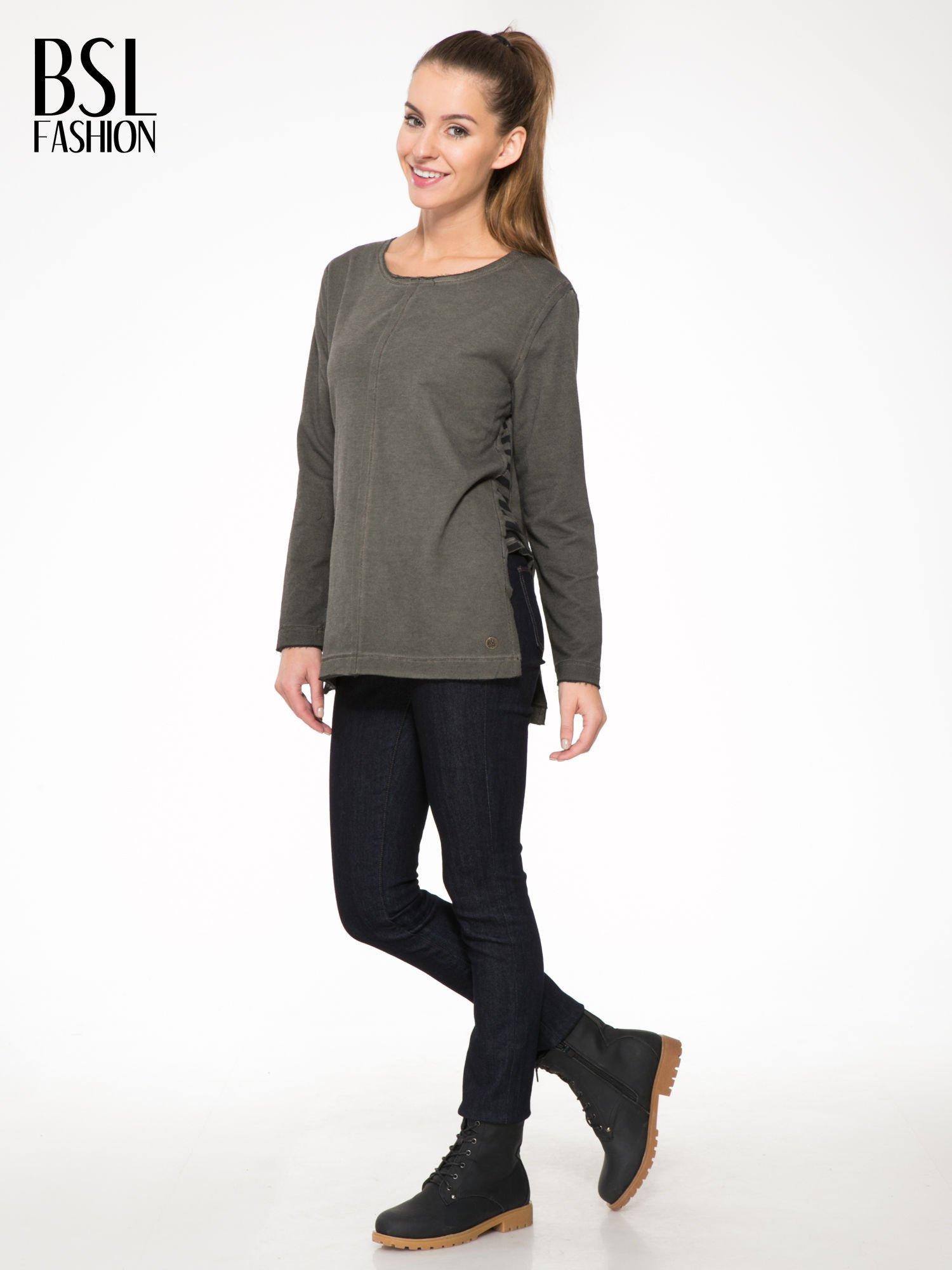Khaki bluza z surowym wykończeniem i widocznymi szwami                                  zdj.                                  2