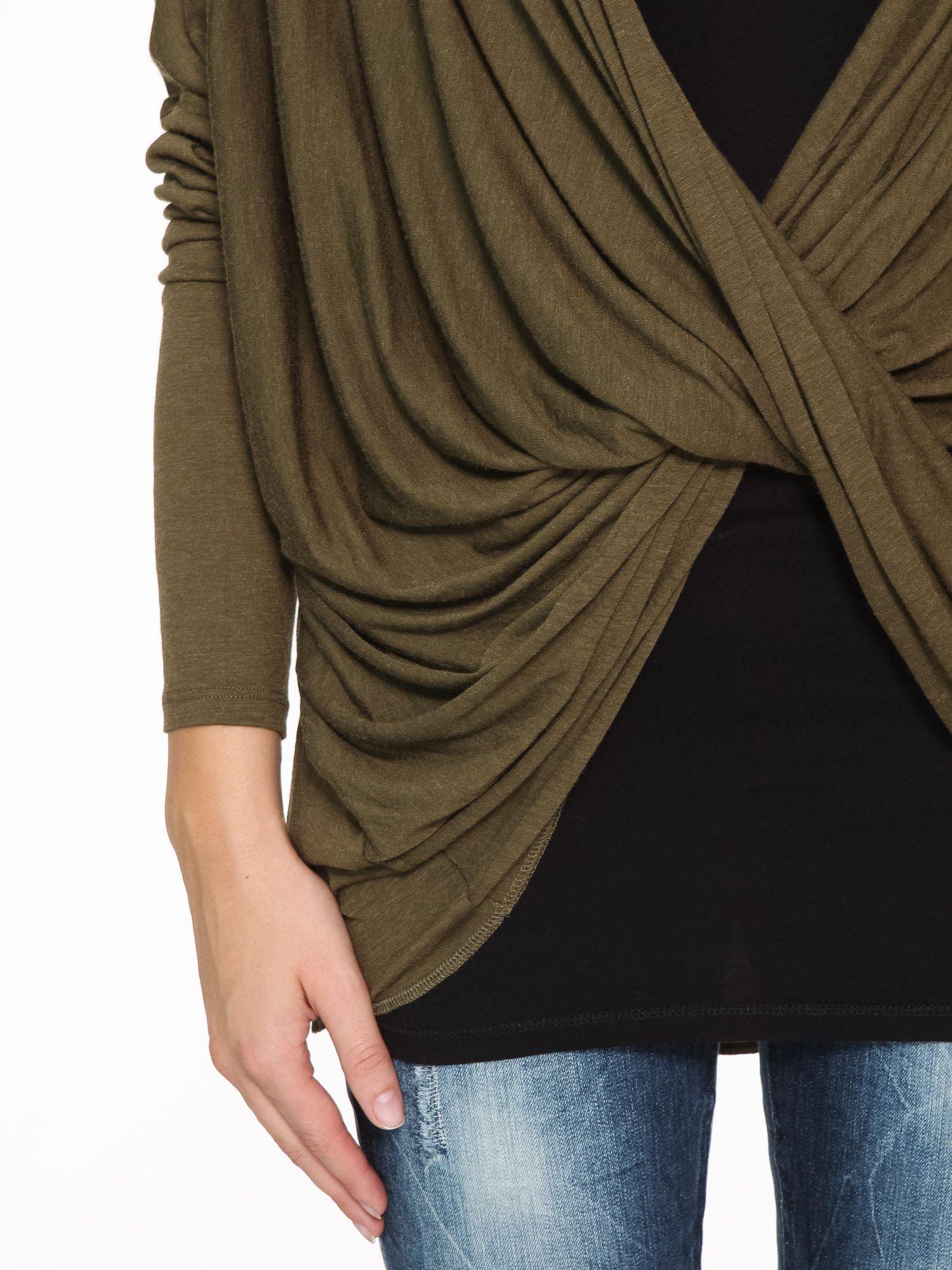 Khaki kopertowa bluzka z drapowaniem                                  zdj.                                  7