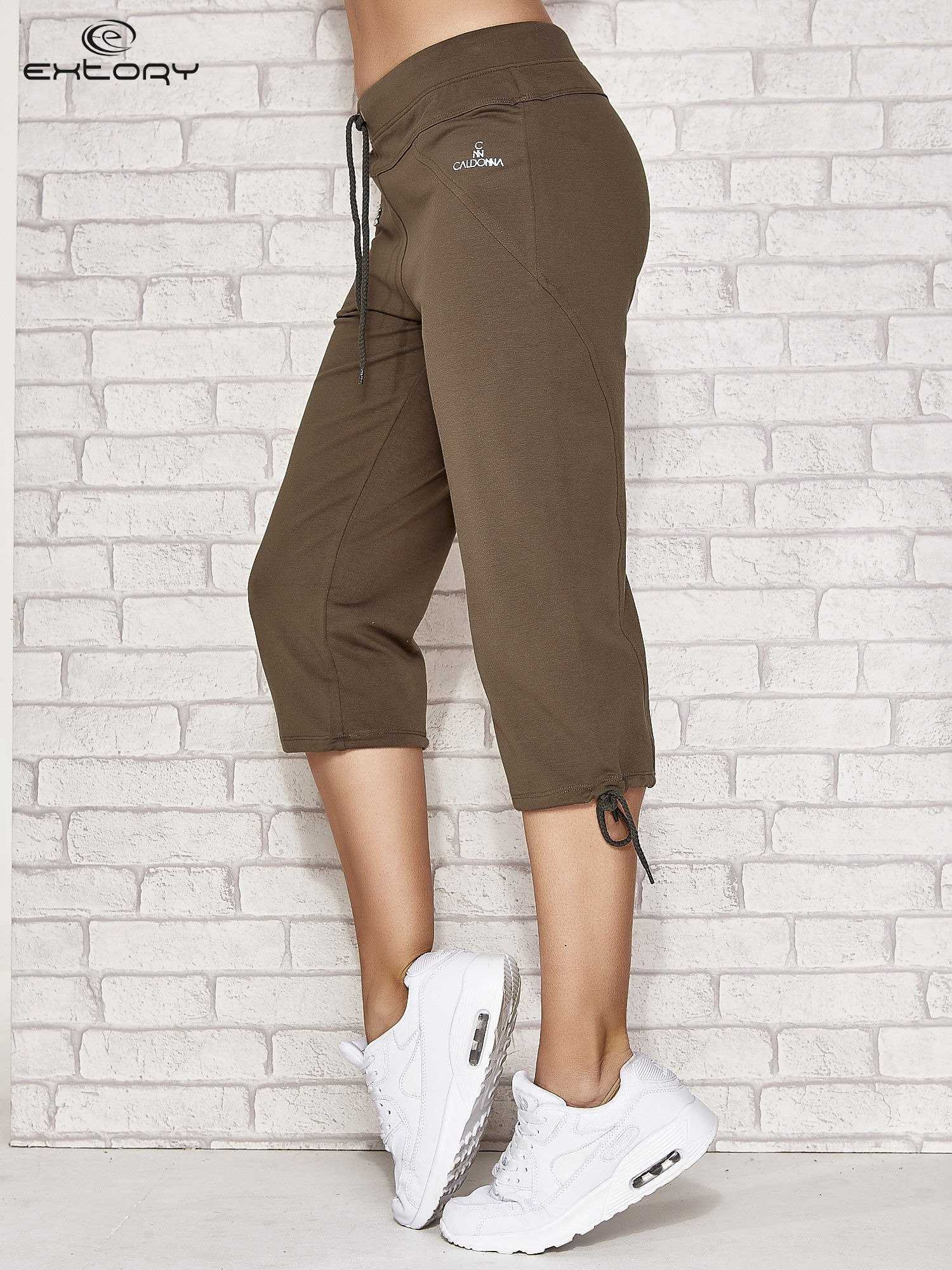 Khaki spodnie dresowe capri z kieszonką                                  zdj.                                  3
