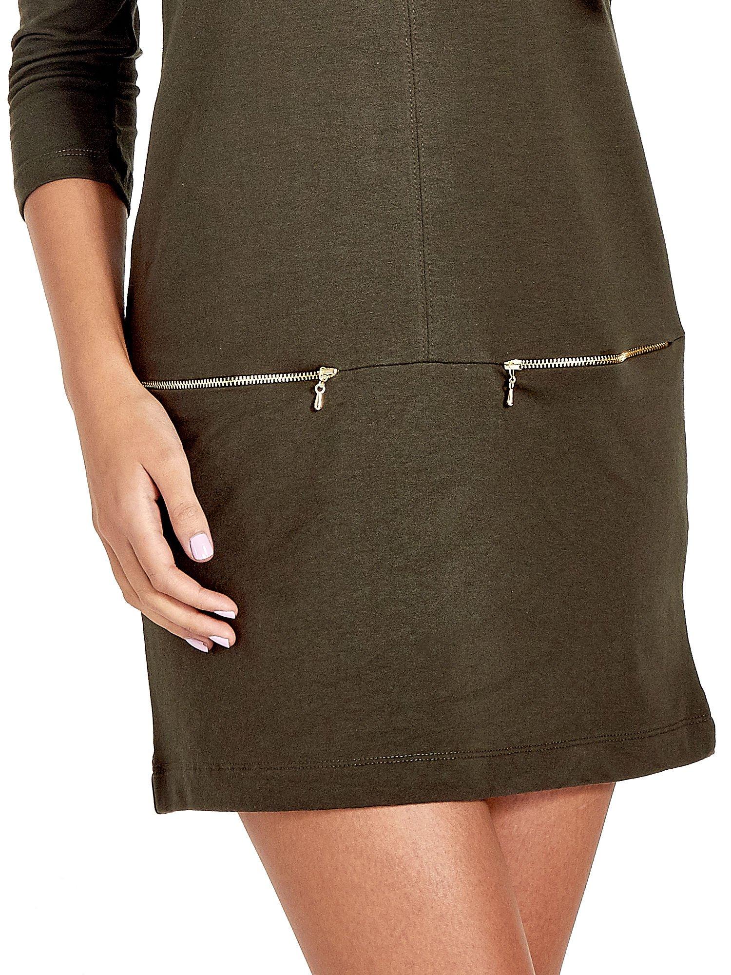 Khaki sukienka ze złotymi suwakami                                  zdj.                                  4