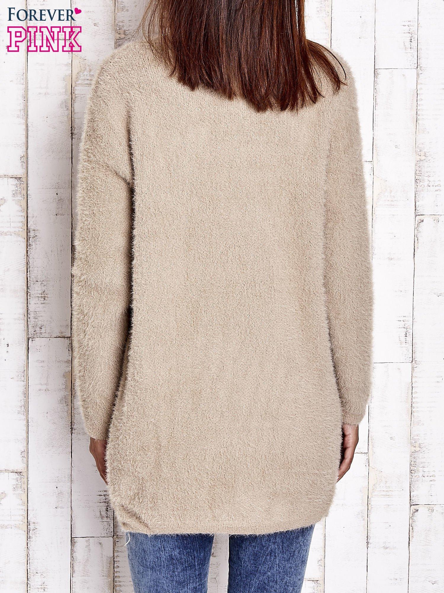 Khaki sweter oversize z kieszeniami                                  zdj.                                  4