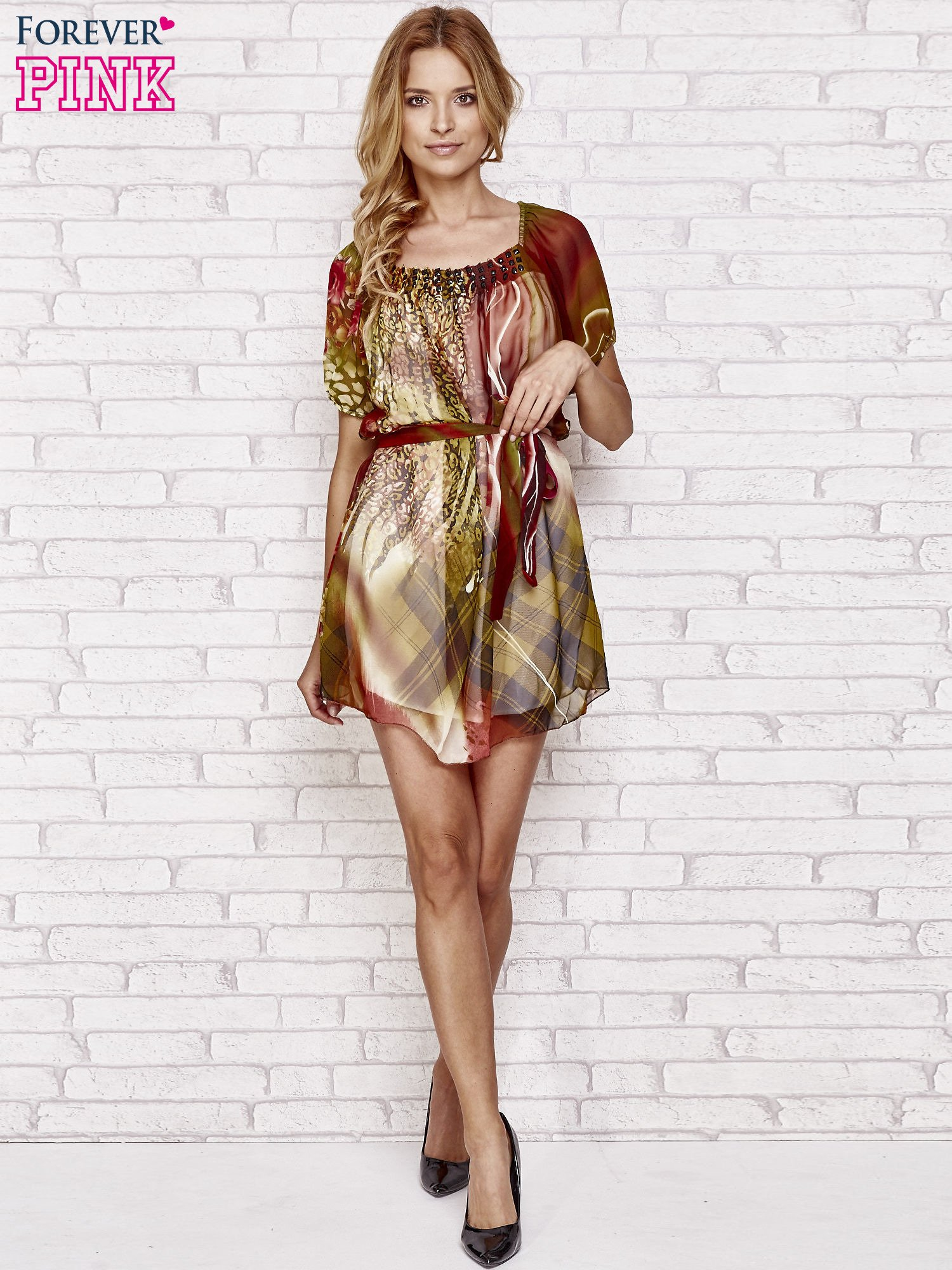 Kolorowa sukienka mgiełka z paskiem i aplikacją                                  zdj.                                  4