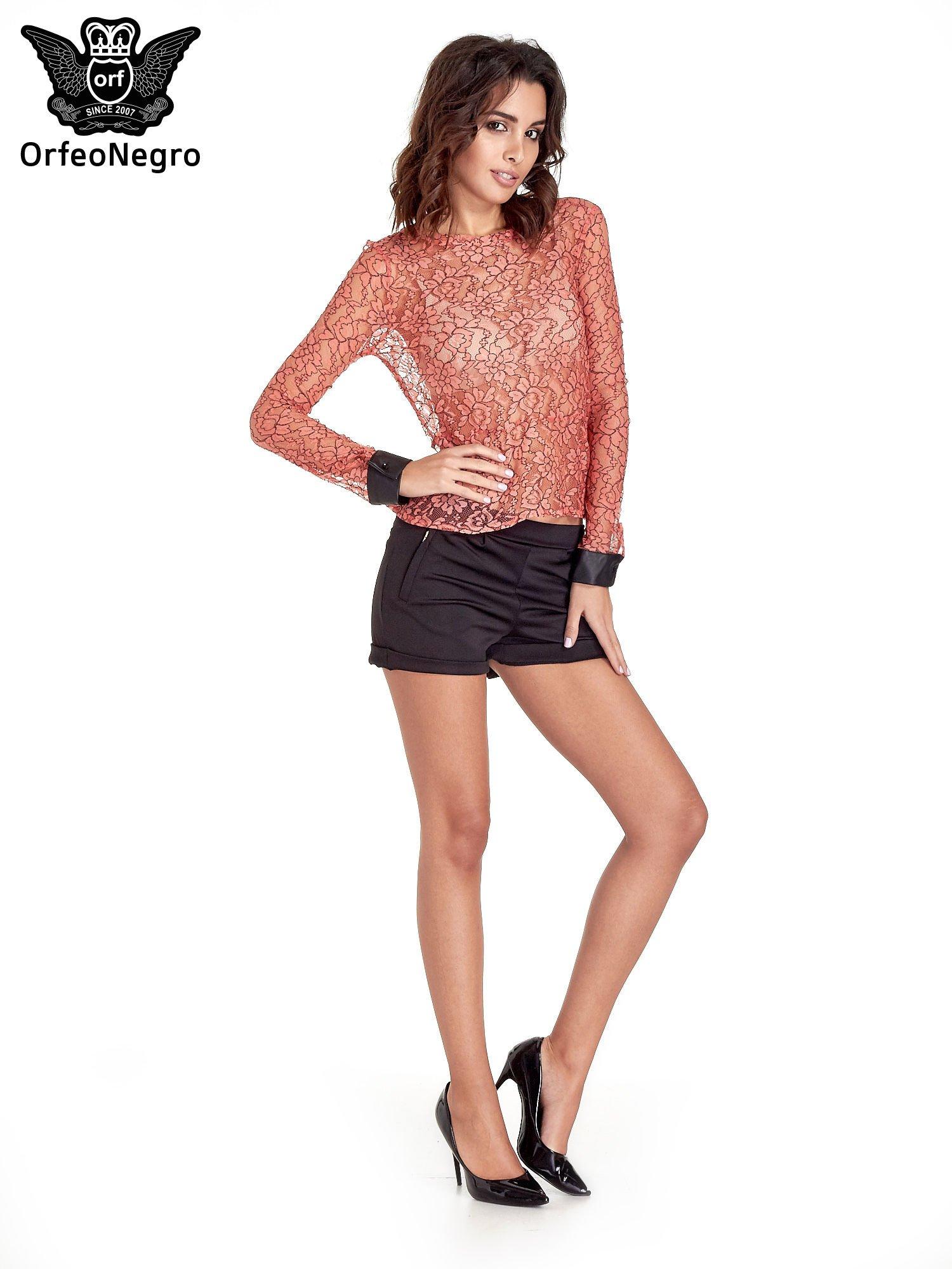 Koralowa bluzka koszulowa z koronki ze skórzanymi mankietami                                  zdj.                                  2