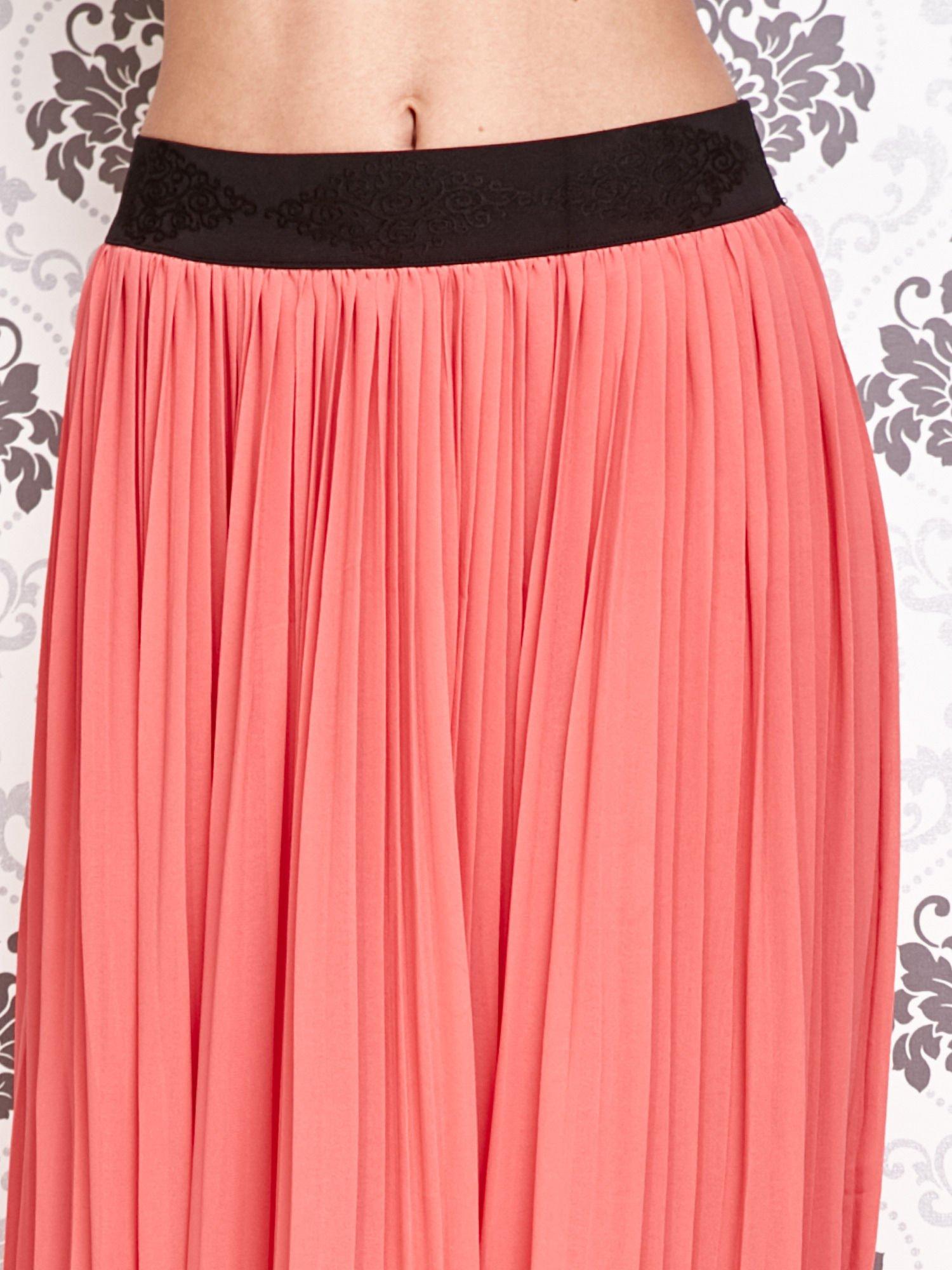 Koralowa spódnica maxi z ornamentowym paskiem                                  zdj.                                  4