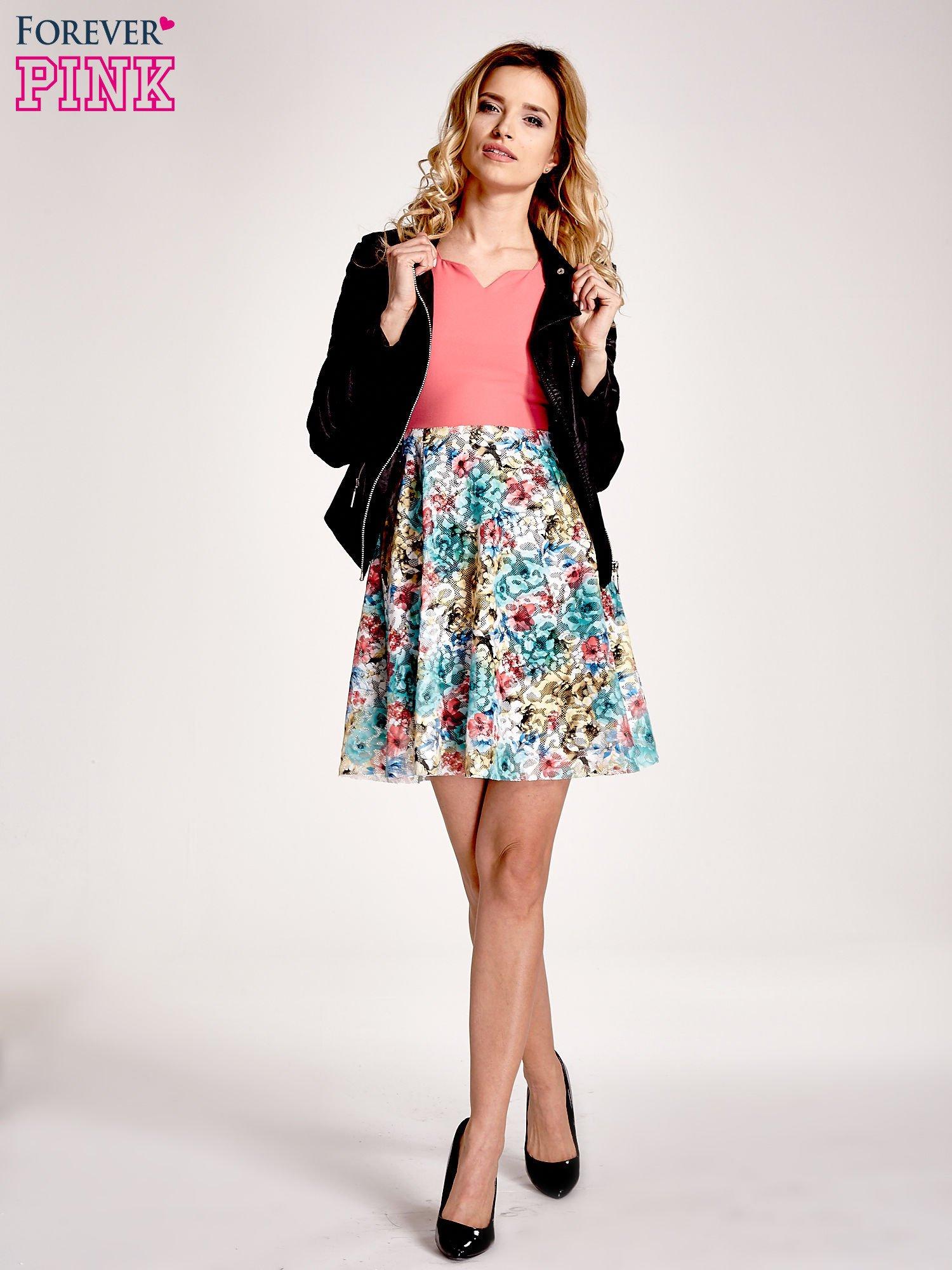 Koralowa sukienka z kwiatowym dołem                                  zdj.                                  2