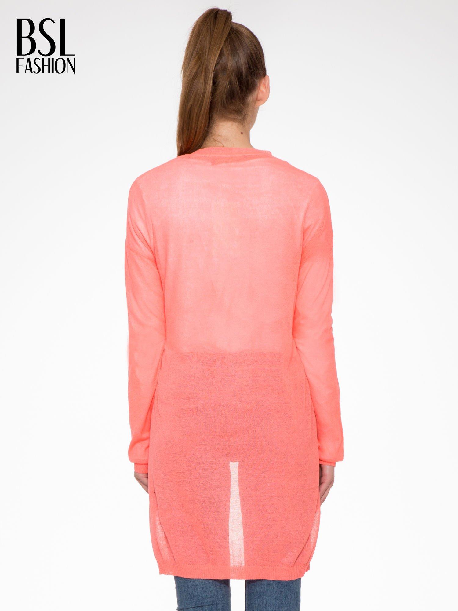 Koralowy długi sweter typu kardigan z kieszonkami                                  zdj.                                  4