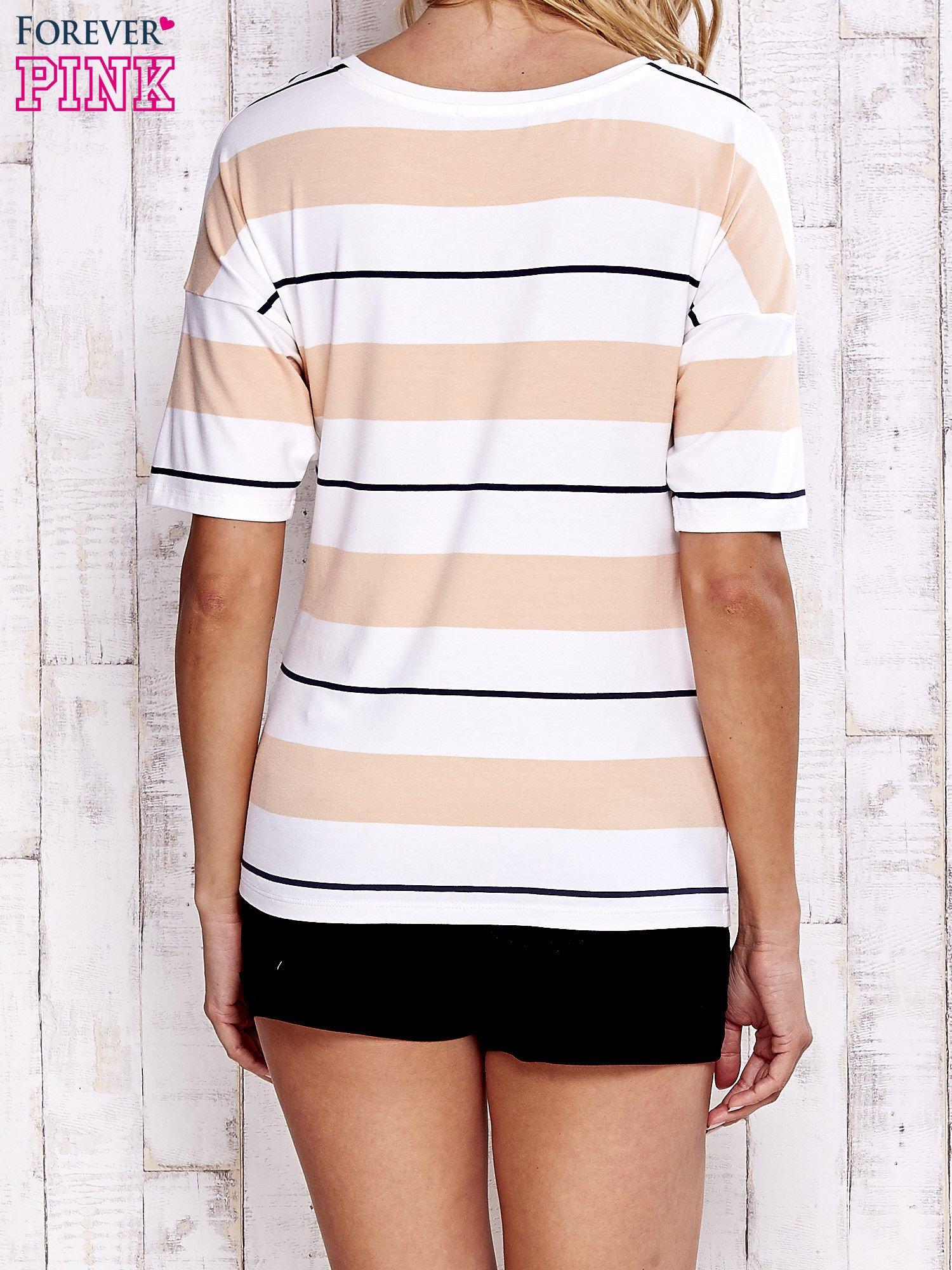 Koralowy t-shirt w kolorowe paski                                  zdj.                                  4