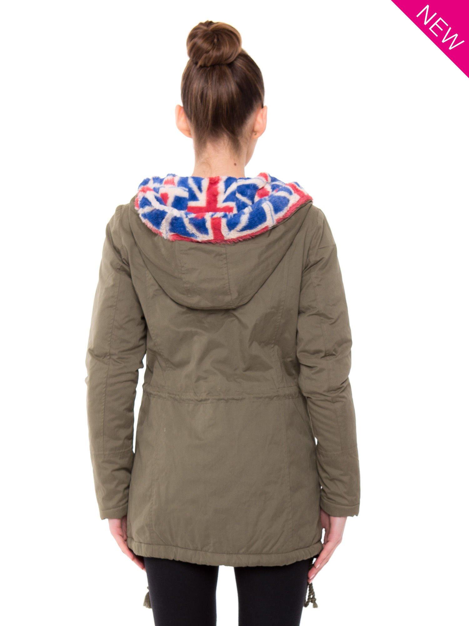 Kurtka parka z motywem brytyjskiej flagi na kapturze w kolorze khaki                                  zdj.                                  2