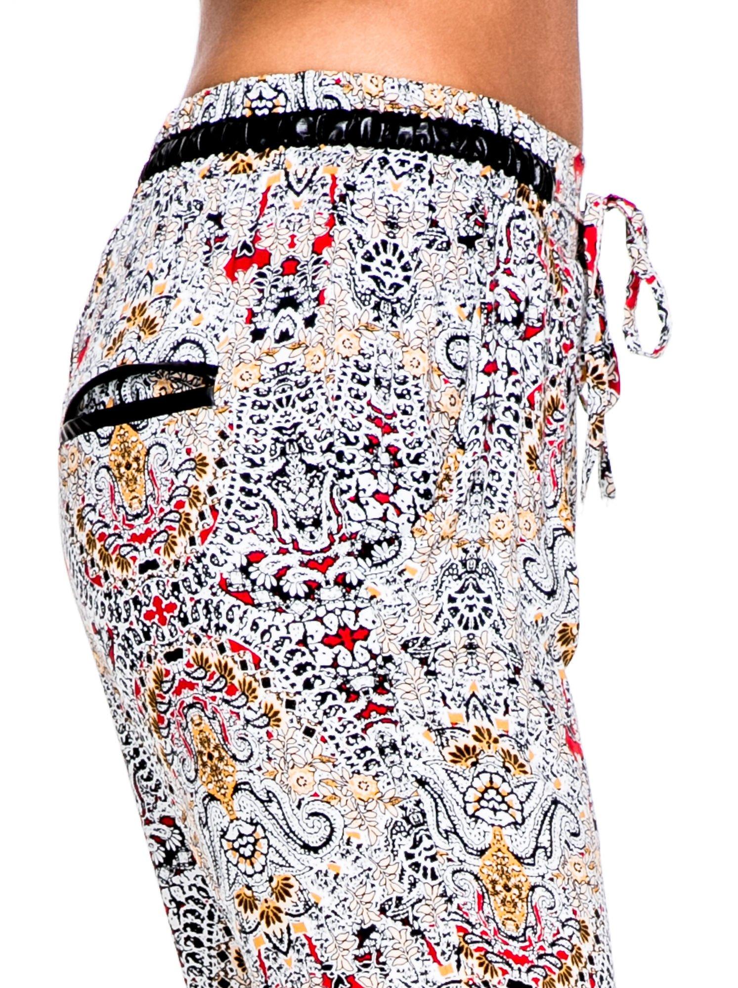 Lejące spodnie we wzór etno                                  zdj.                                  7