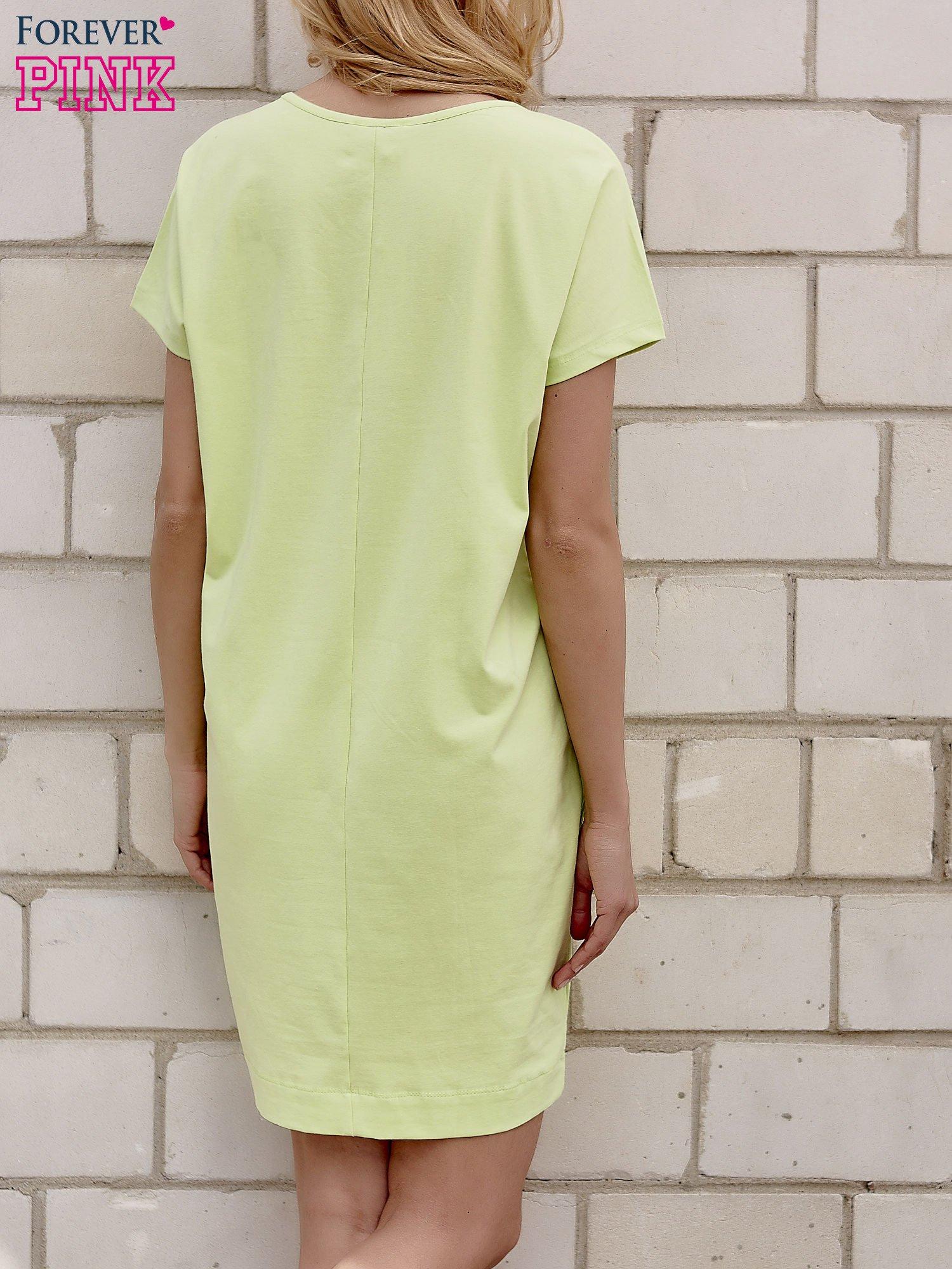 Limonkowa sukienka dresowa z kieszeniami po bokach                                  zdj.                                  2