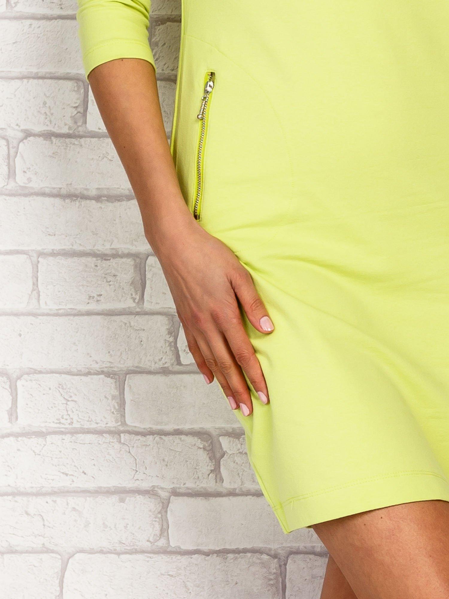 Limonkowa sukienka z kieszeniami na suwak                                  zdj.                                  5