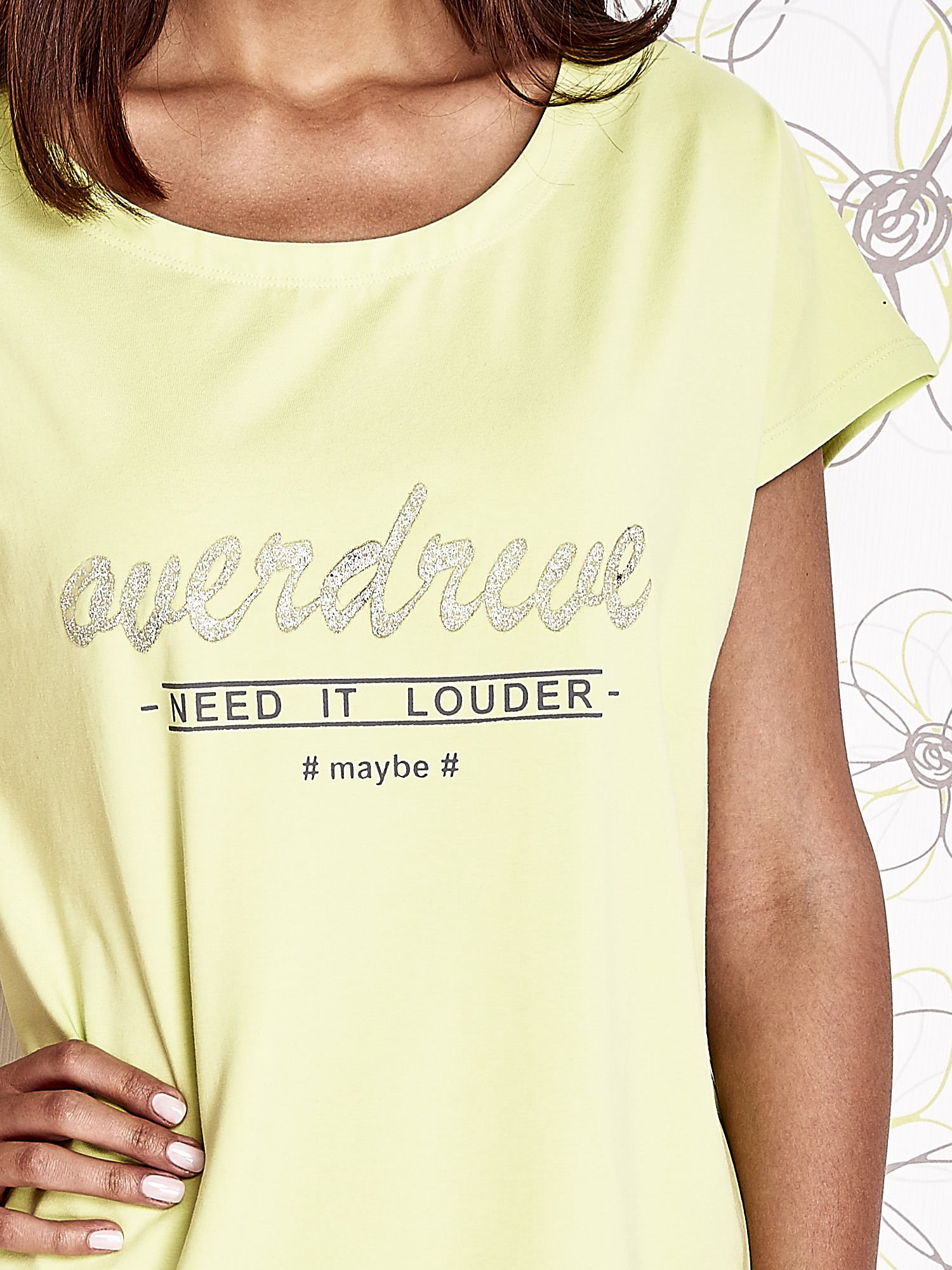 Limonkowy t-shirt z napisem NEED IT LOUDER                                  zdj.                                  5