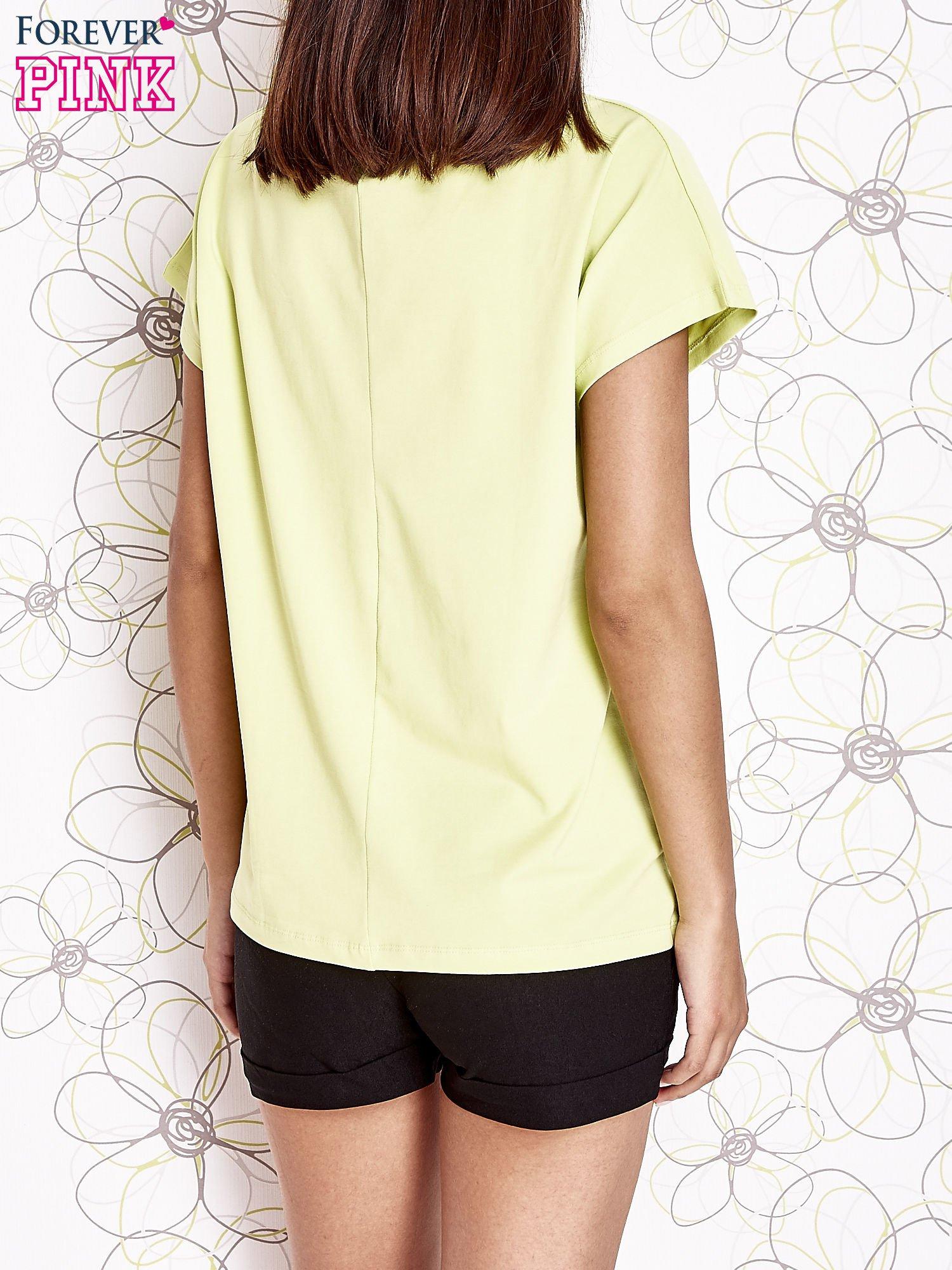 Limonkowy t-shirt z napisem NEED IT LOUDER                                  zdj.                                  4