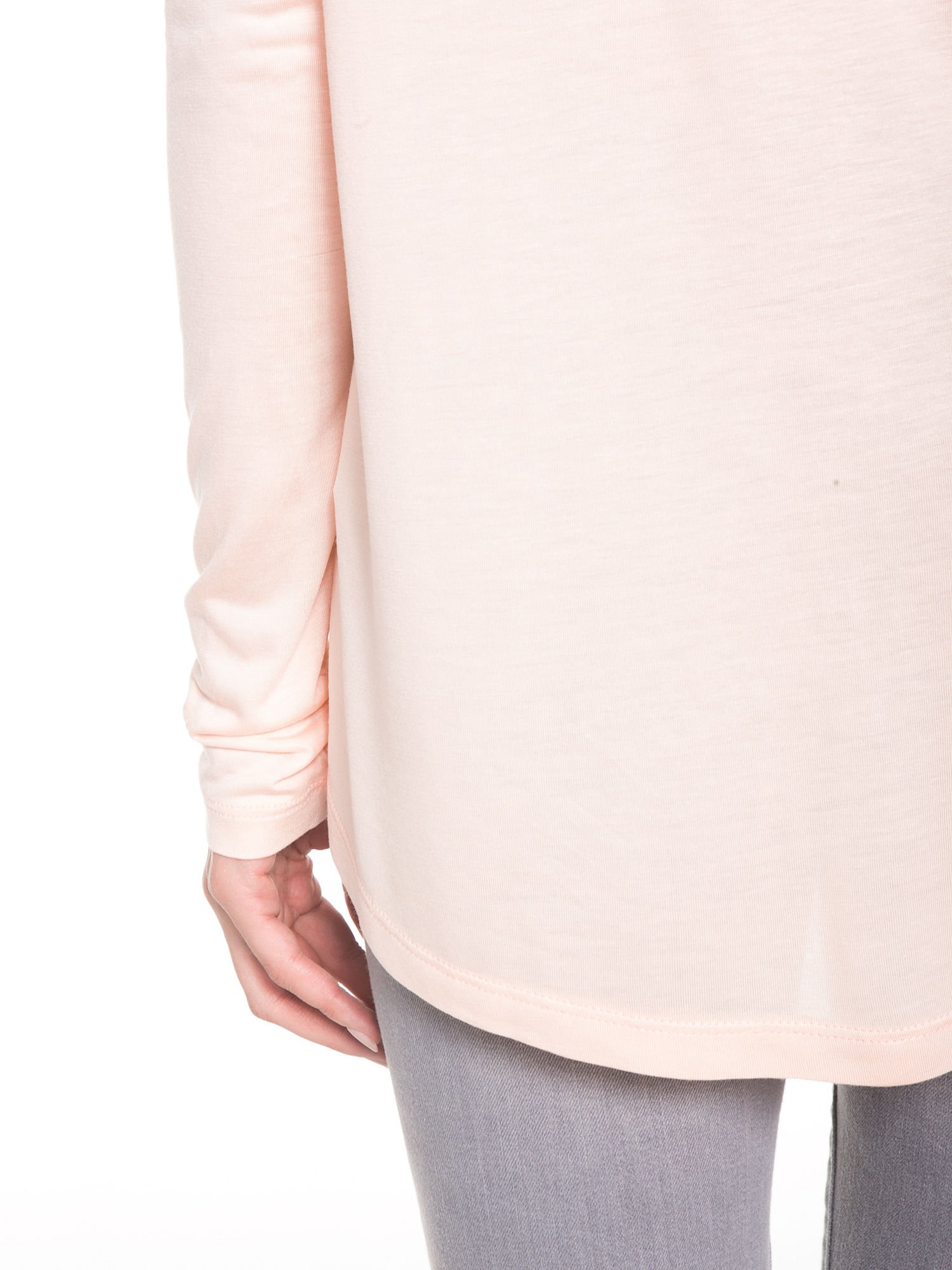 Łososiowa bluzka z dużym napisem MUSE                                  zdj.                                  11