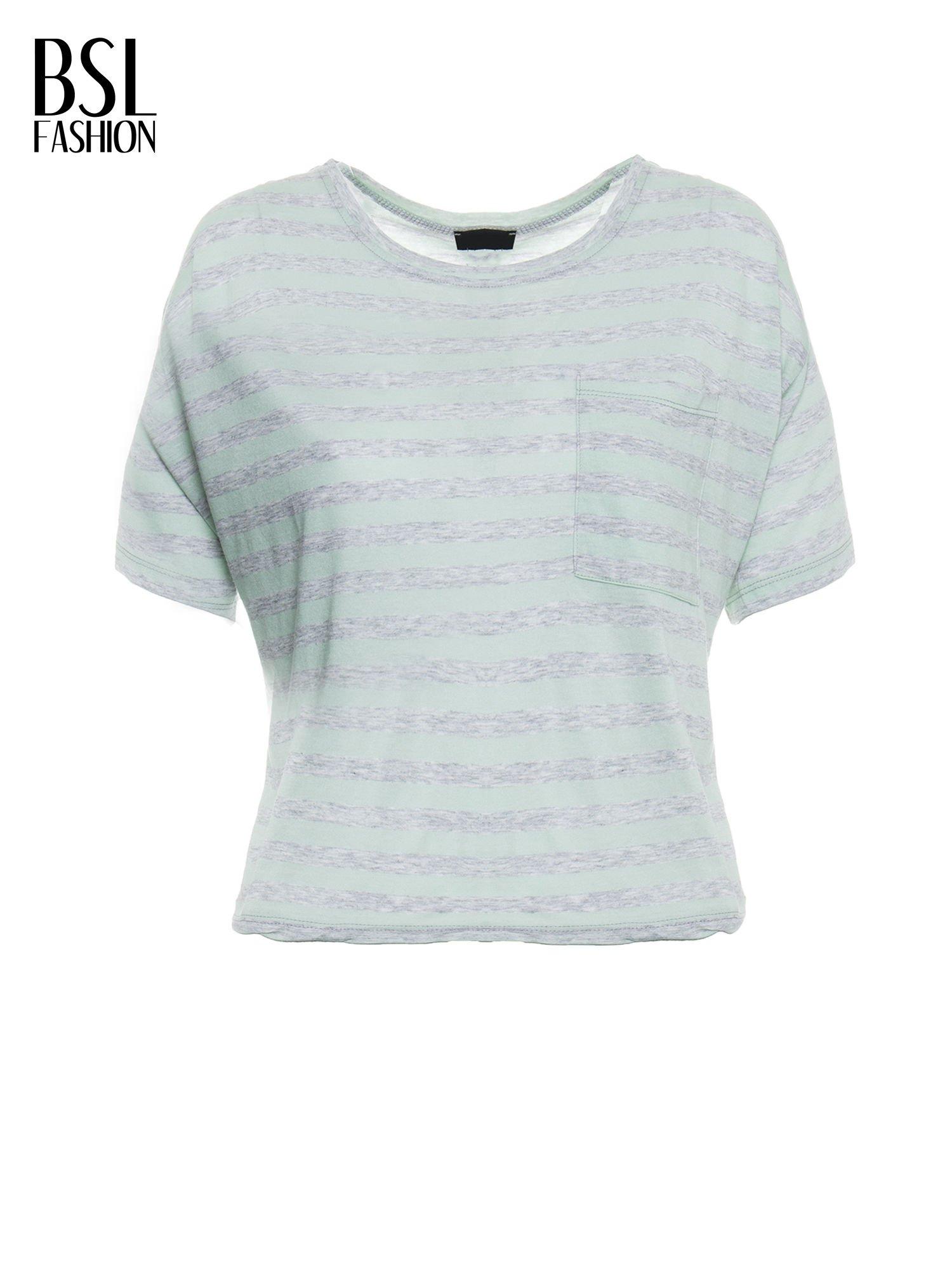 Luźny krótki t-shirt z kieszonką w zielone paski                                  zdj.                                  2