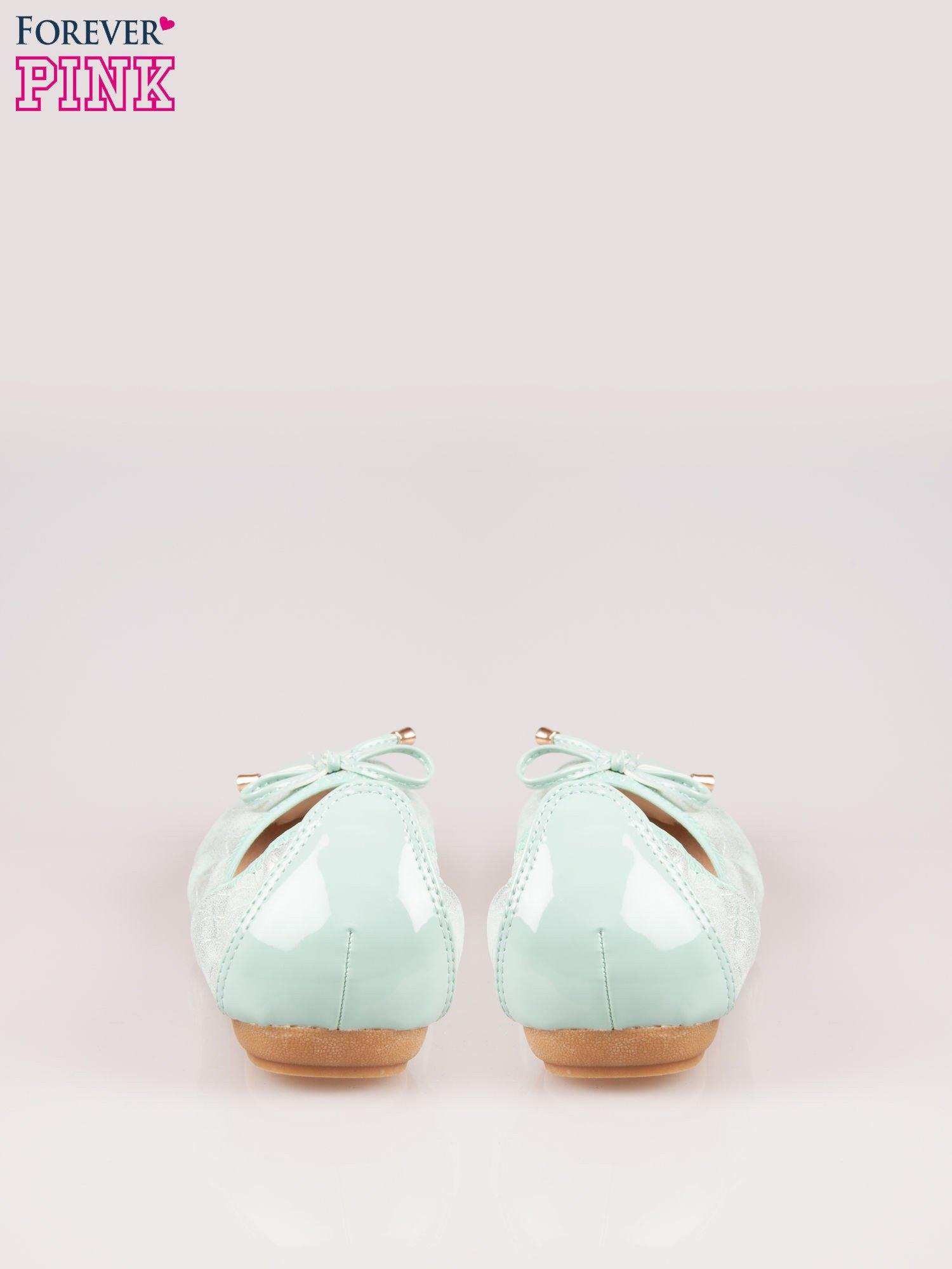 Miętowe pikowane baleriny na gumkę z lakierowanym noskiem                                  zdj.                                  3
