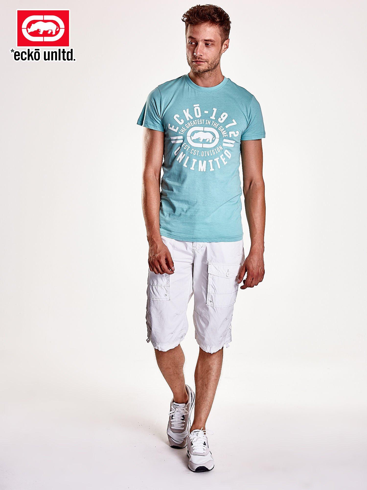 Miętowy t-shirt męski z białym logiem                                  zdj.                                  3