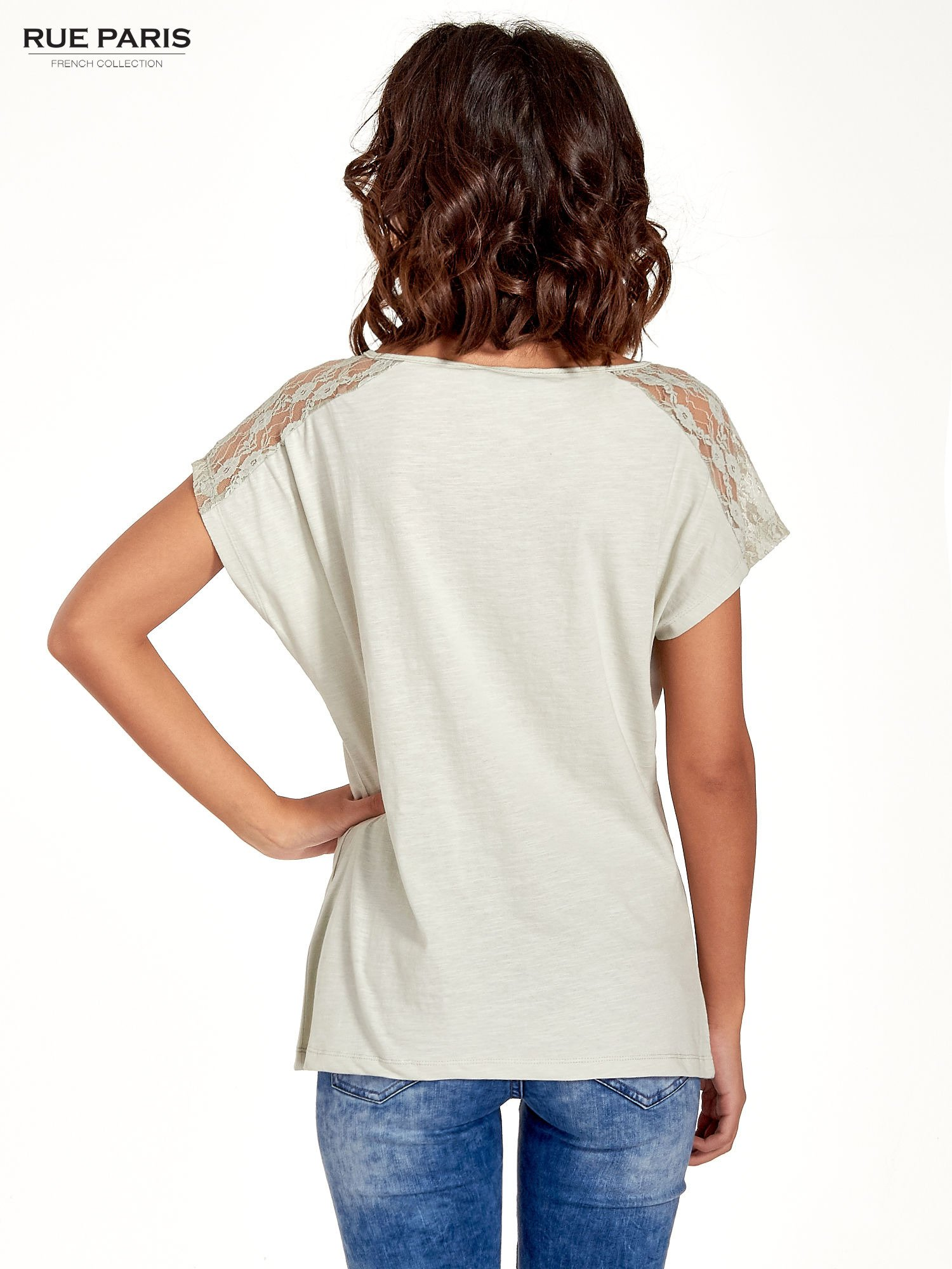 Miętowy t-shirt z koronkową aplikacją na górze                                  zdj.                                  4
