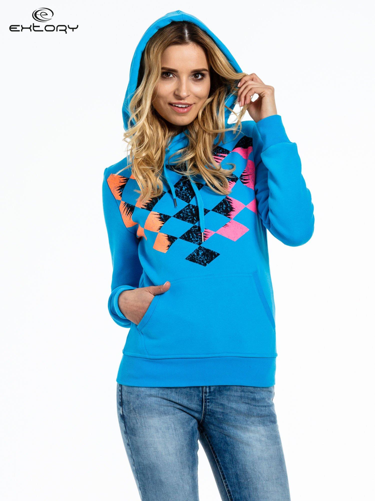 Niebieska bluza sportowa z kapturem i nadrukiem w romby                                  zdj.                                  5