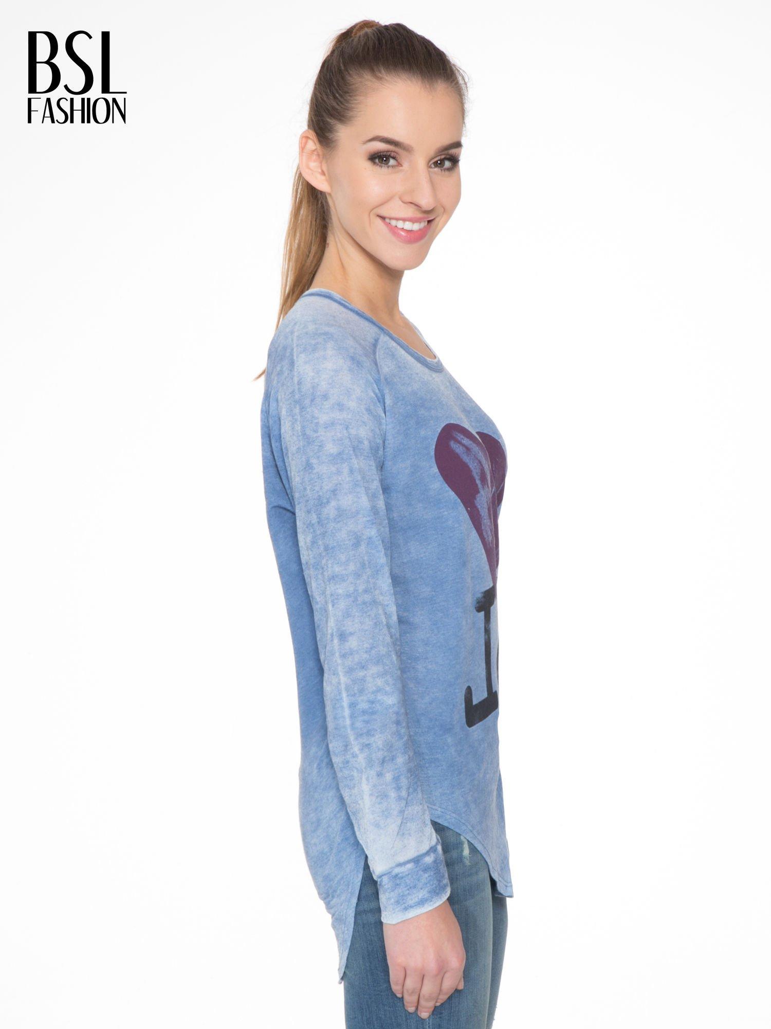 Niebieska bluzka z nadrukiem I LOVE BSL i efektem sprania                                  zdj.                                  3