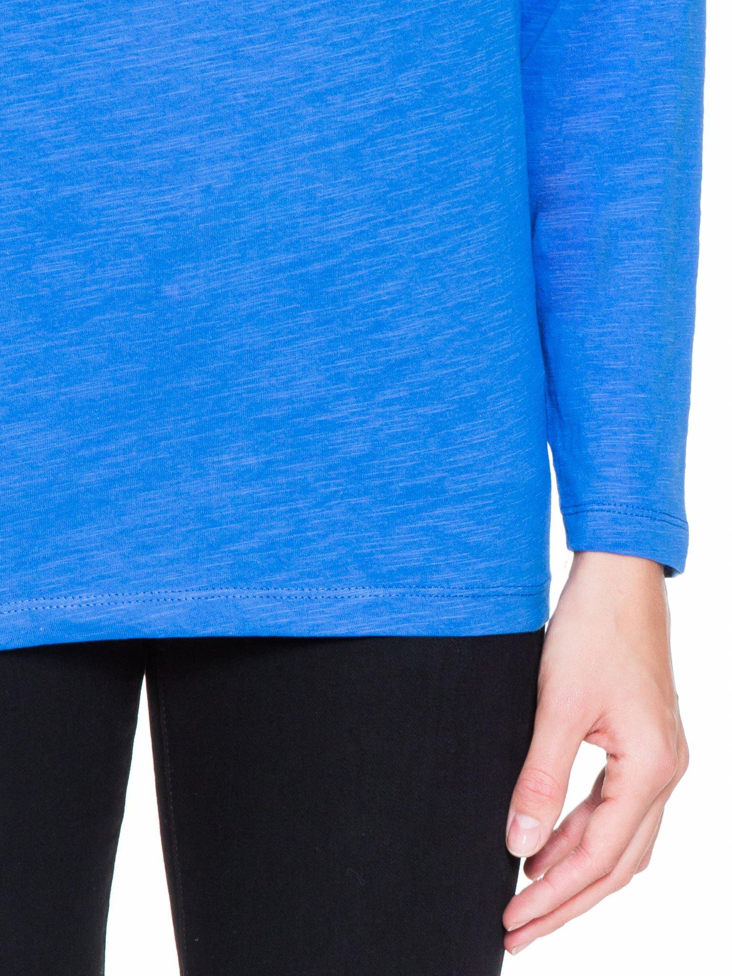 Niebieska bluzka z wiązanym oczkiem z tyłu                                  zdj.                                  6