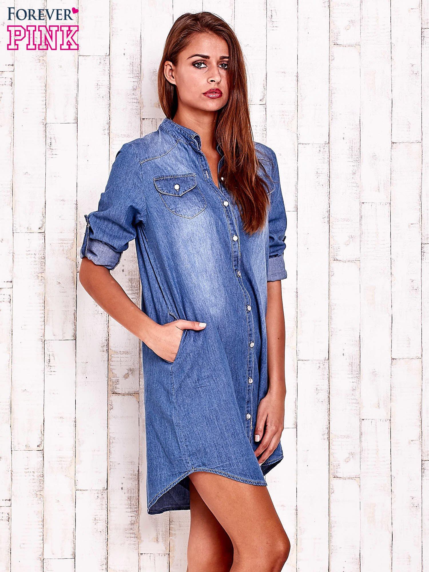 Niebieska denimowa sukienka koszula z kieszonkami                                  zdj.                                  3