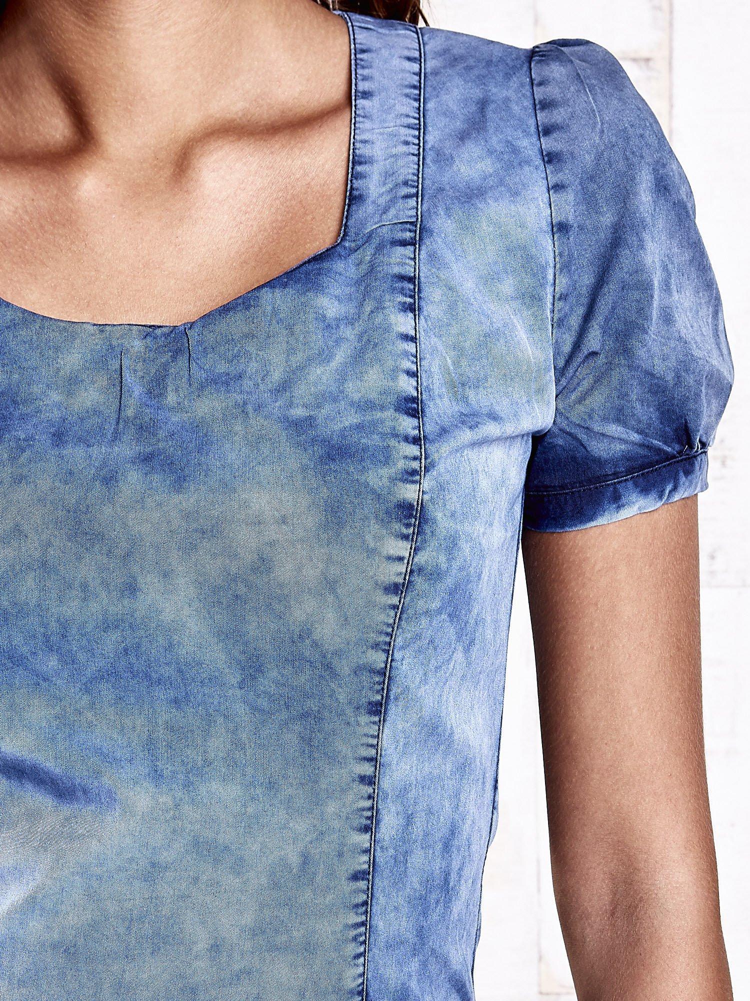 Niebieska denimowa sukienka z wycięciami na plecach                                  zdj.                                  5
