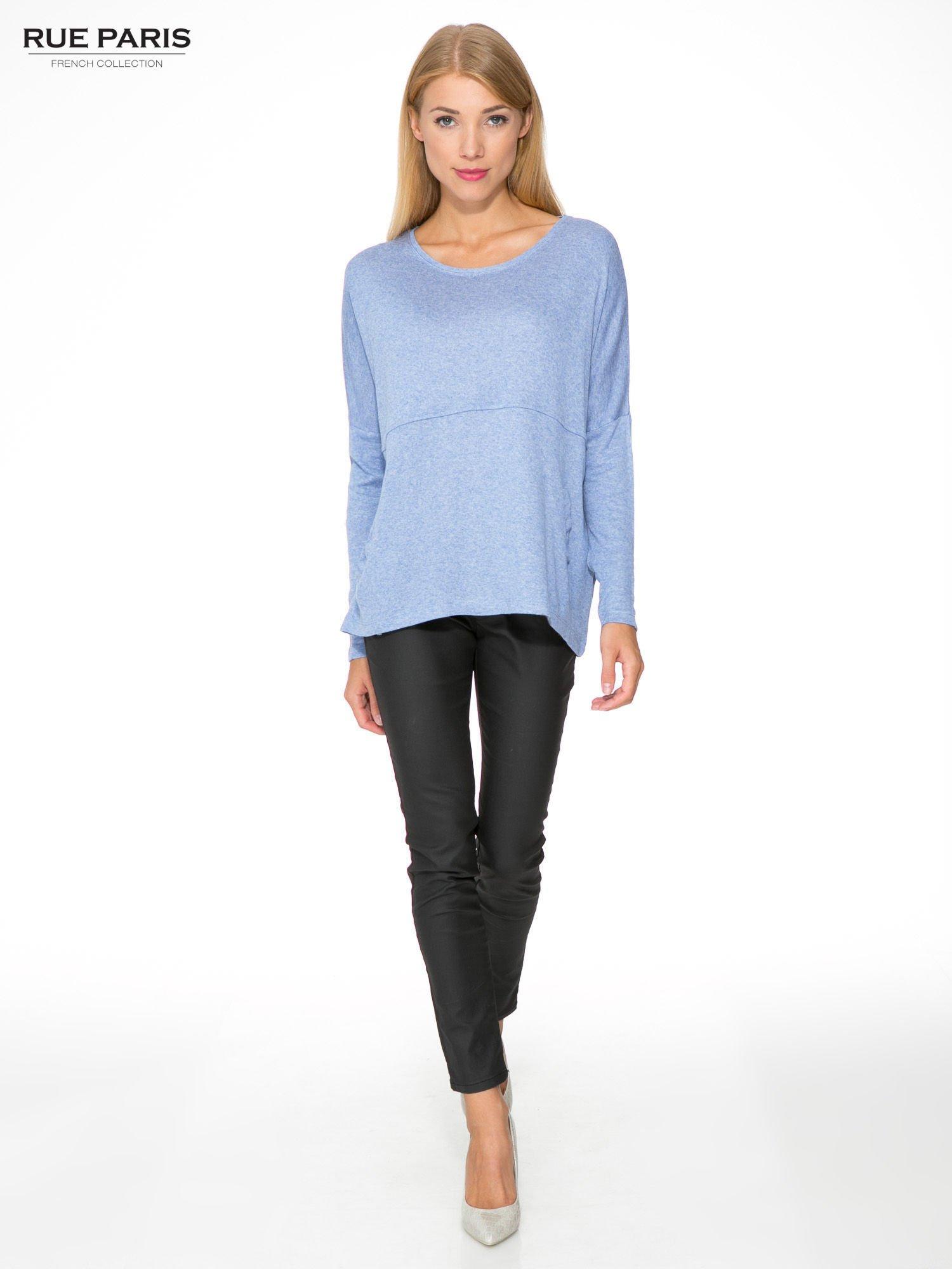 Niebieska dresowa bluza oversize z kieszeniami                                  zdj.                                  2