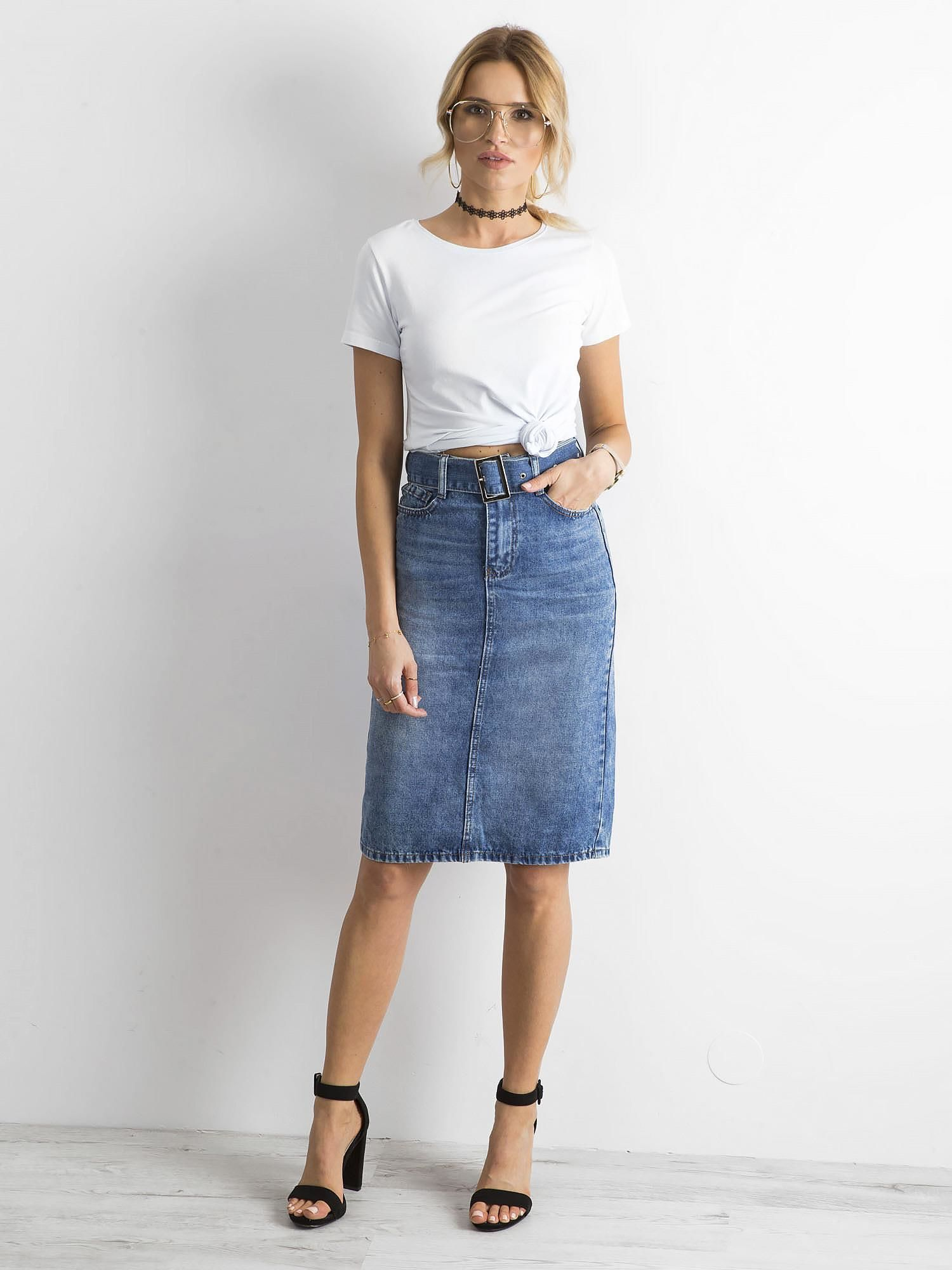f3b8a05e Niebieska jeansowa spódnica midi z paskiem