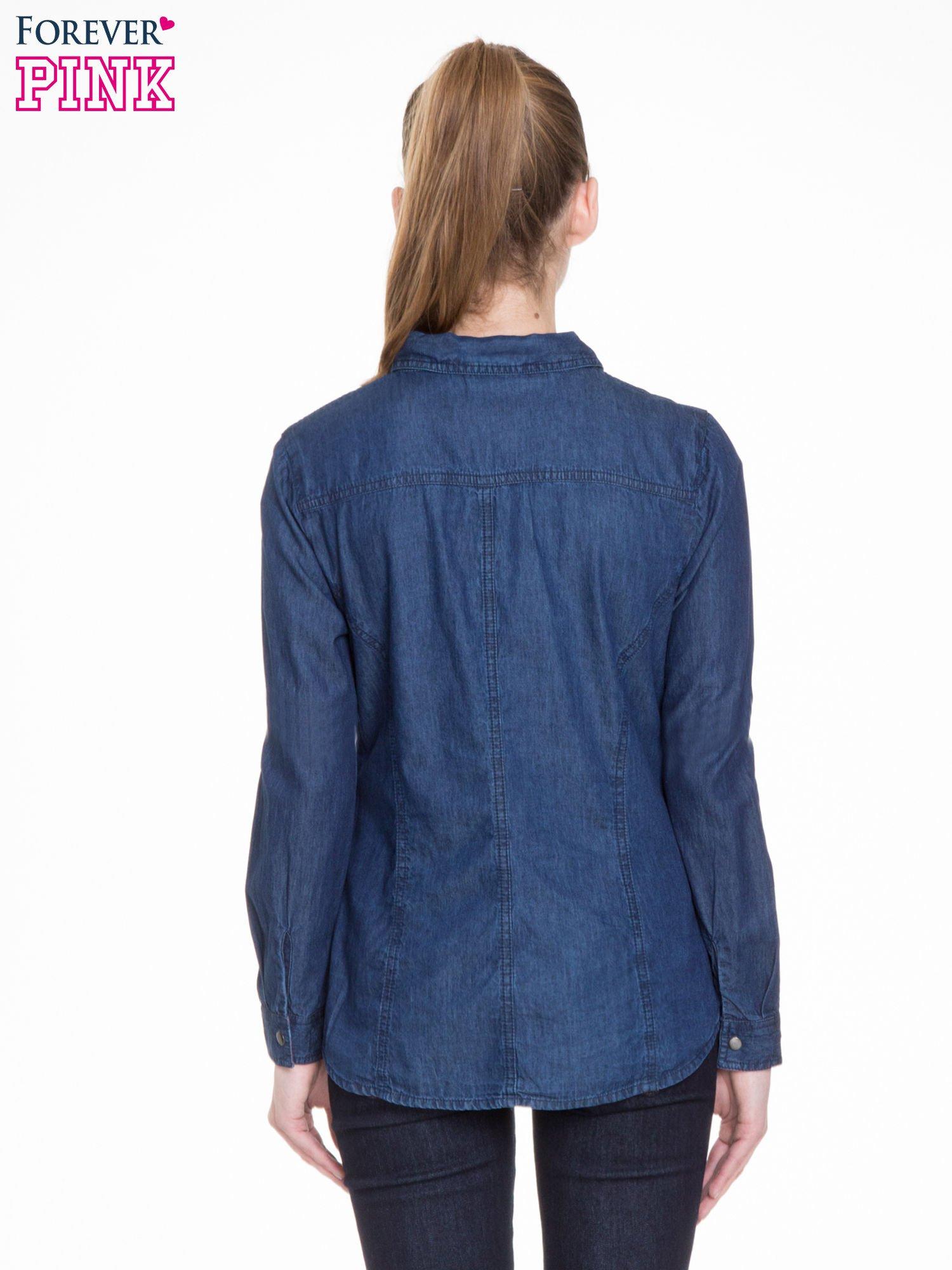 Niebieska koszula jeansowa z kieszeniami na guziki                                  zdj.                                  4