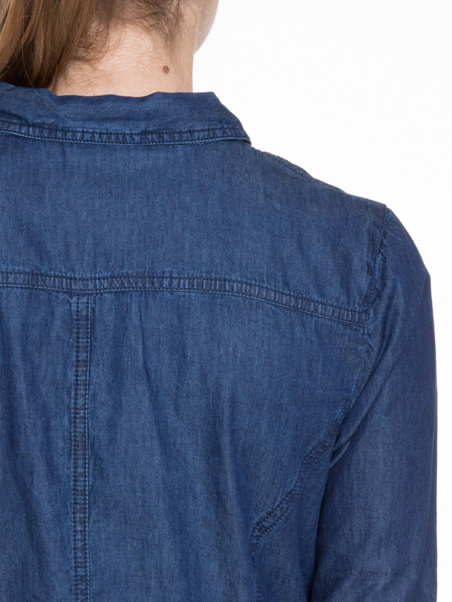 Niebieska koszula jeansowa z kieszeniami na guziki                                  zdj.                                  7