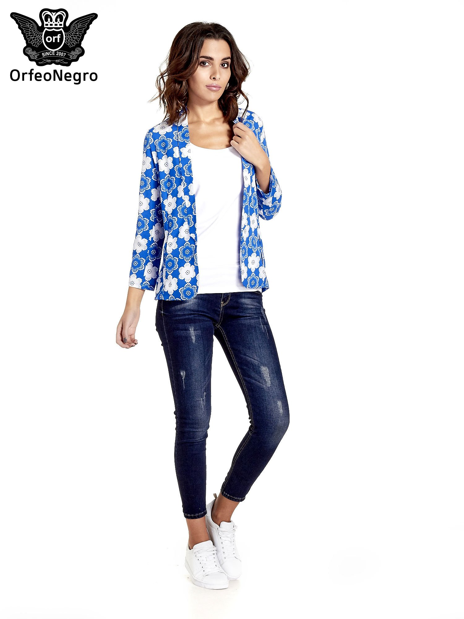 Niebieska koszulonarzutka we wzór w kwiaty                                  zdj.                                  2