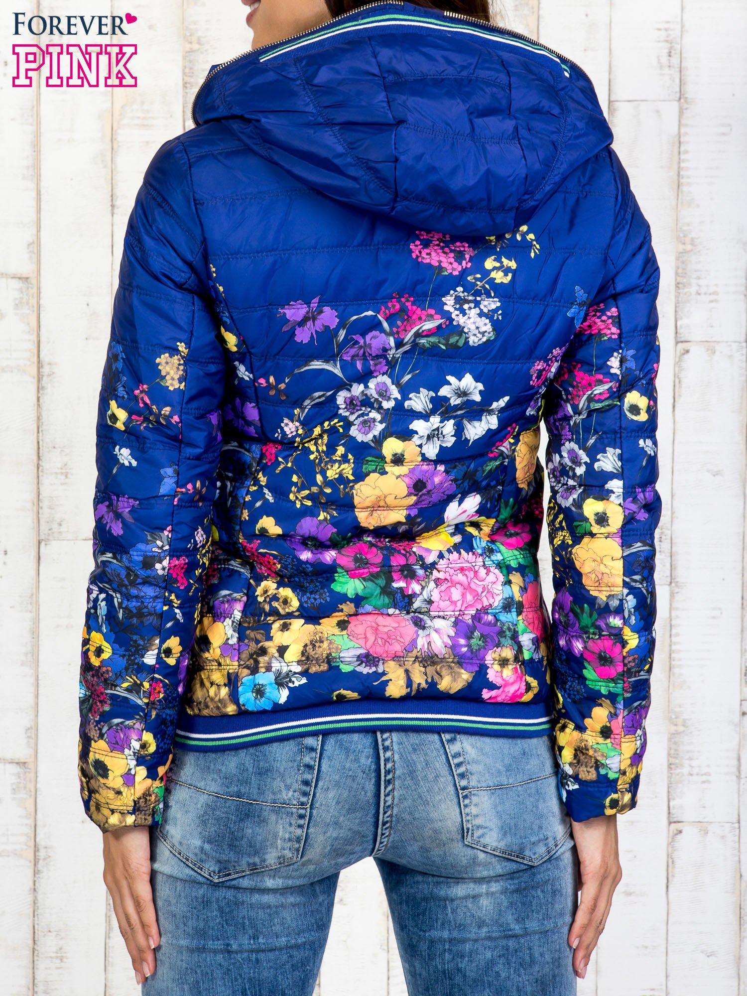 Niebieska kurtka z kwiatowym motywem                                  zdj.                                  2