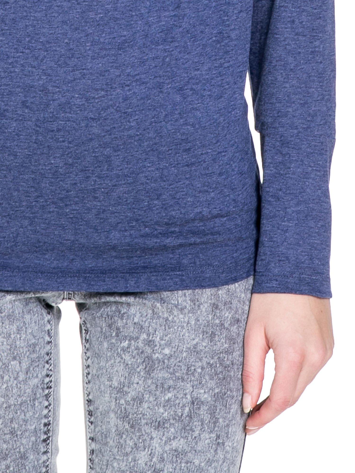 Niebieska melanżowa bawełniana bluzka z dekoltem typu woda                                  zdj.                                  6