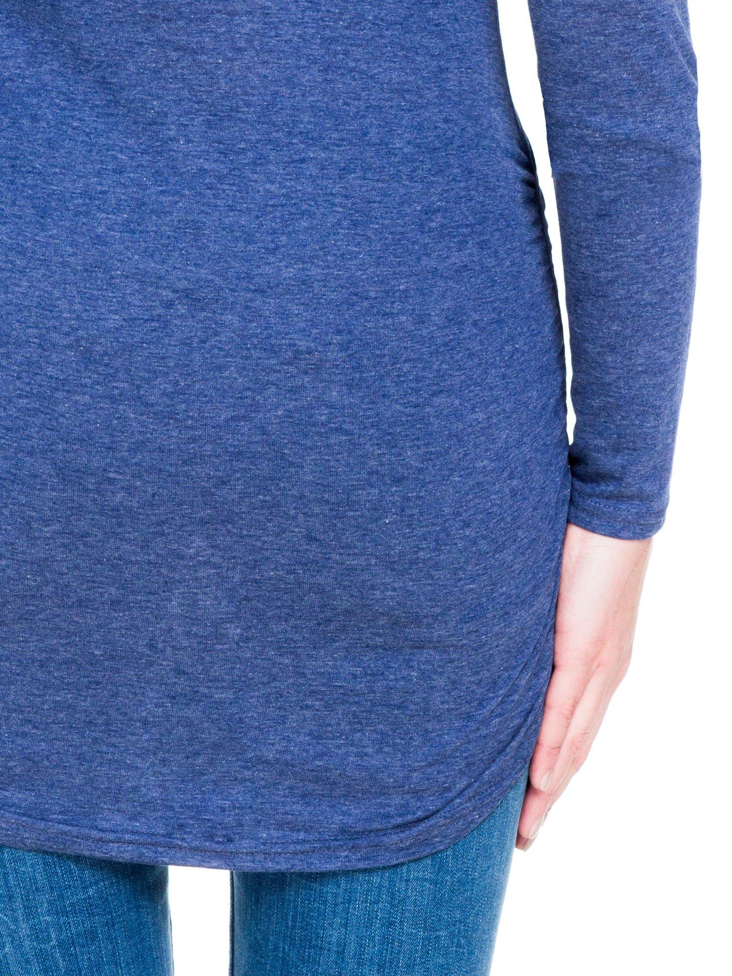 Niebieska melanżowa bluzka tunika z marszczonym dołem                                  zdj.                                  9