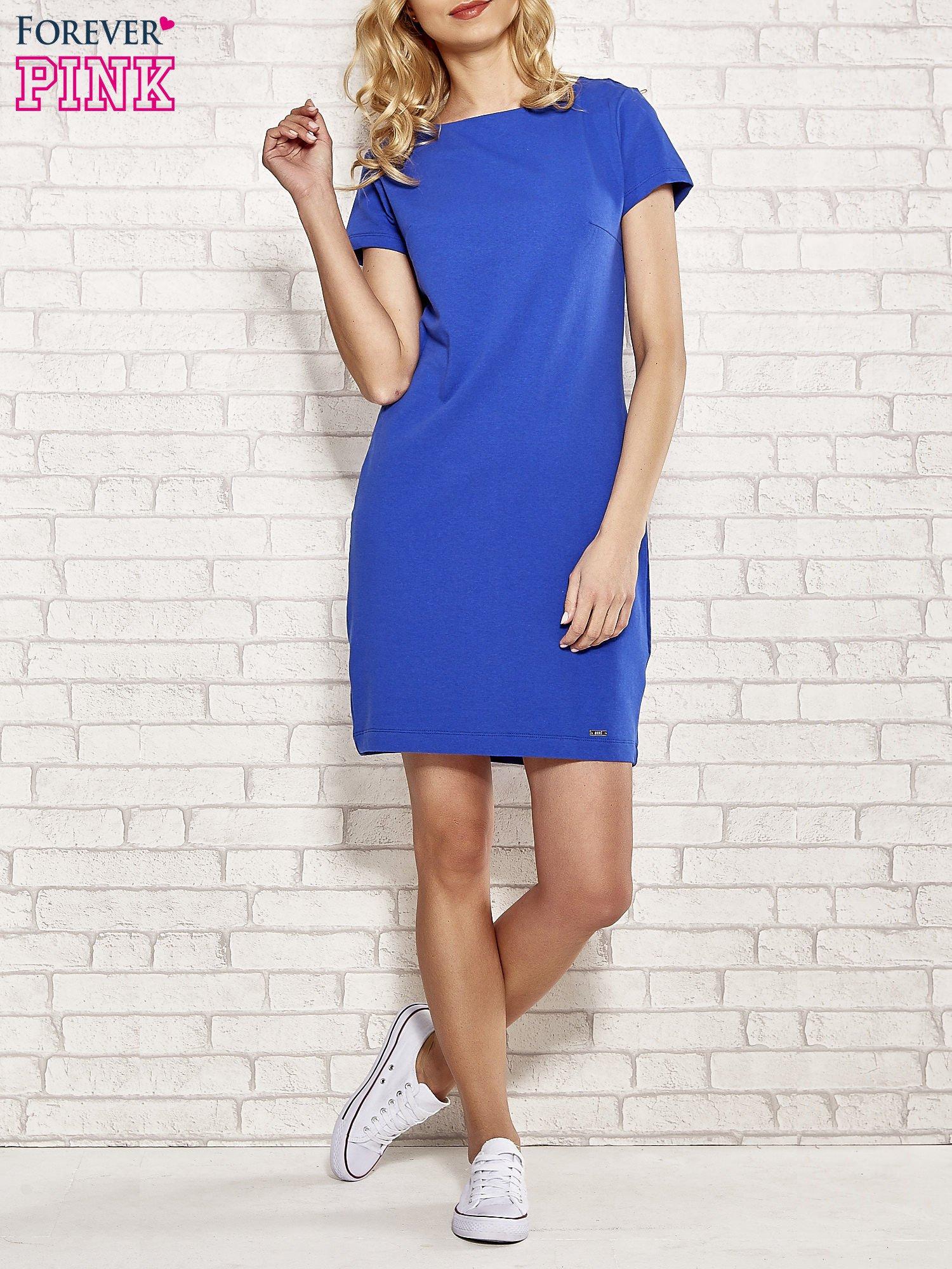 Niebieska sukienka dresowa o prostym kroju                                  zdj.                                  2
